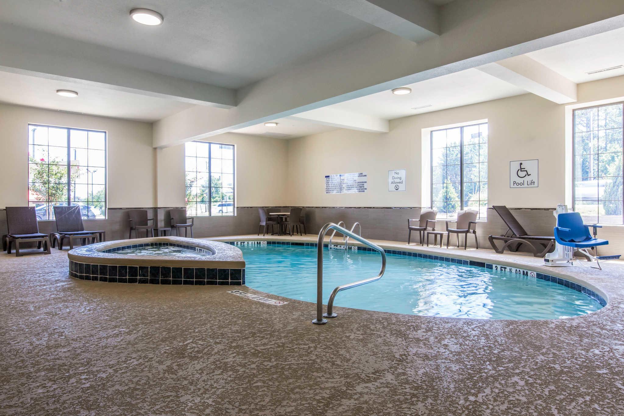 Comfort Inn & Suites West image 29