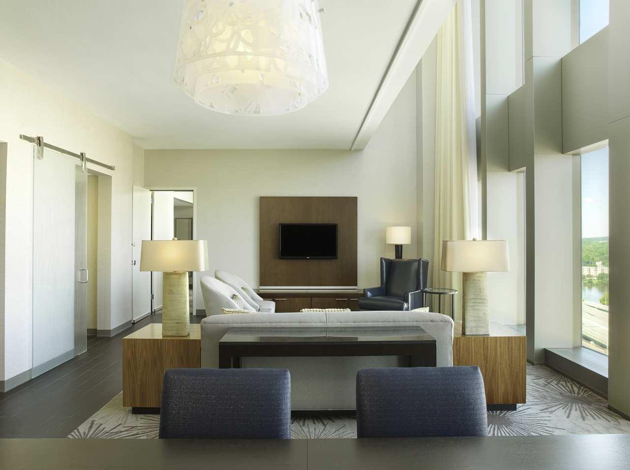 DoubleTree by Hilton Hotel Cedar Rapids Convention Complex image 18