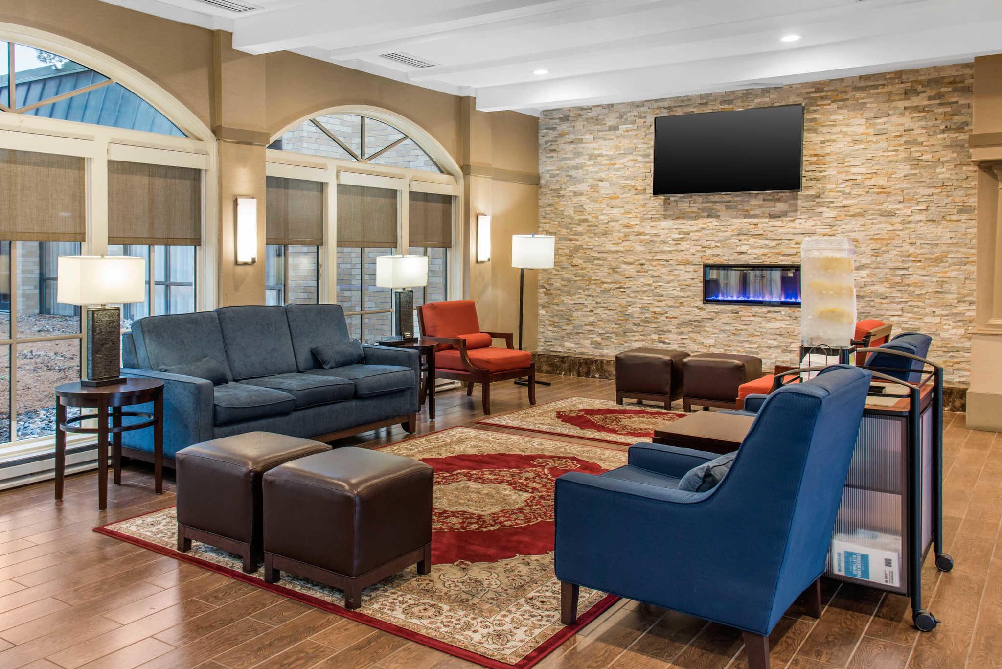 Comfort Inn Airport image 3