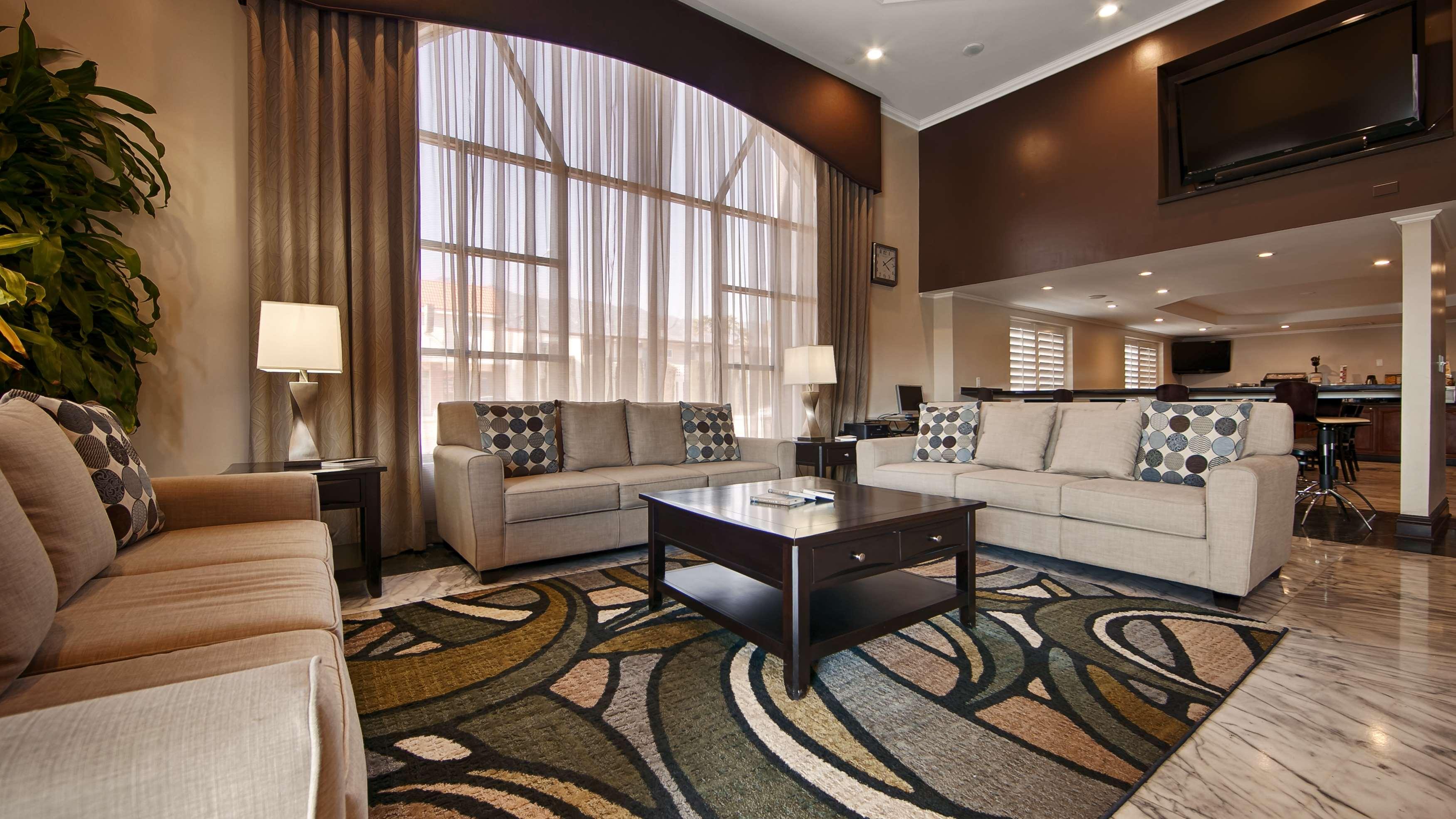 Best Western Pasadena Royale Inn & Suites image 0