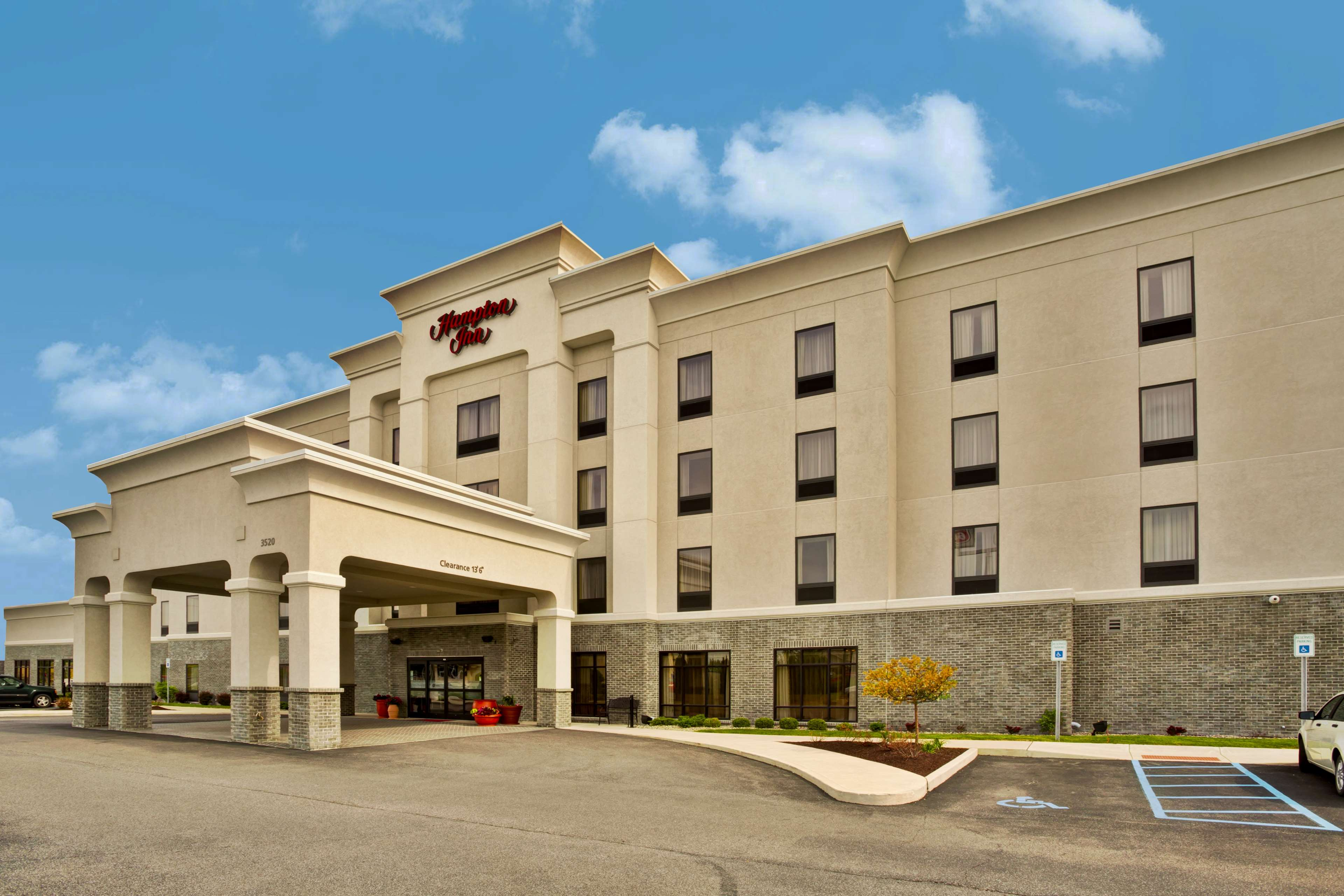 Hampton Inn Ft. Wayne/Dupont Road image 0