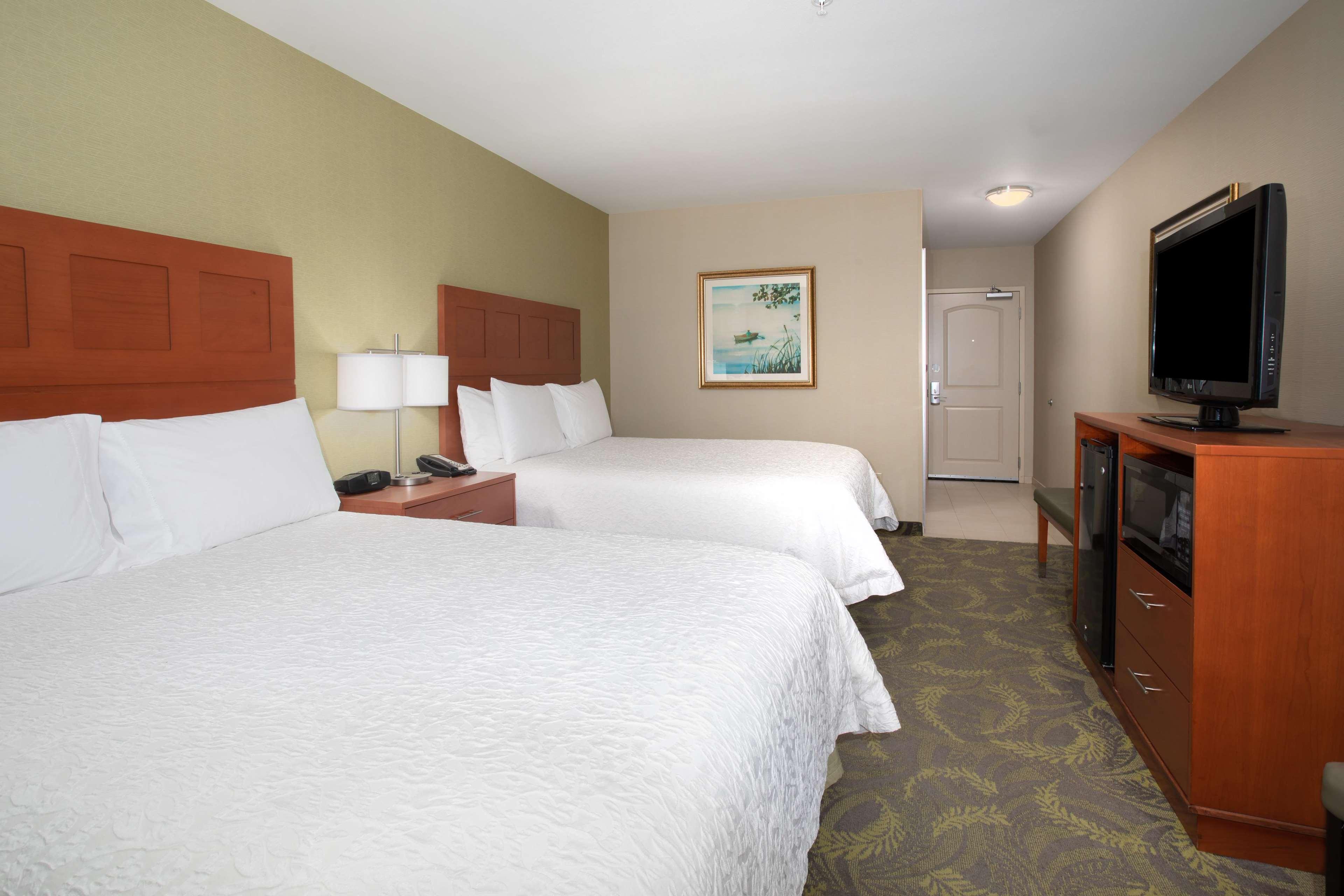Hampton Inn & Suites Astoria image 37