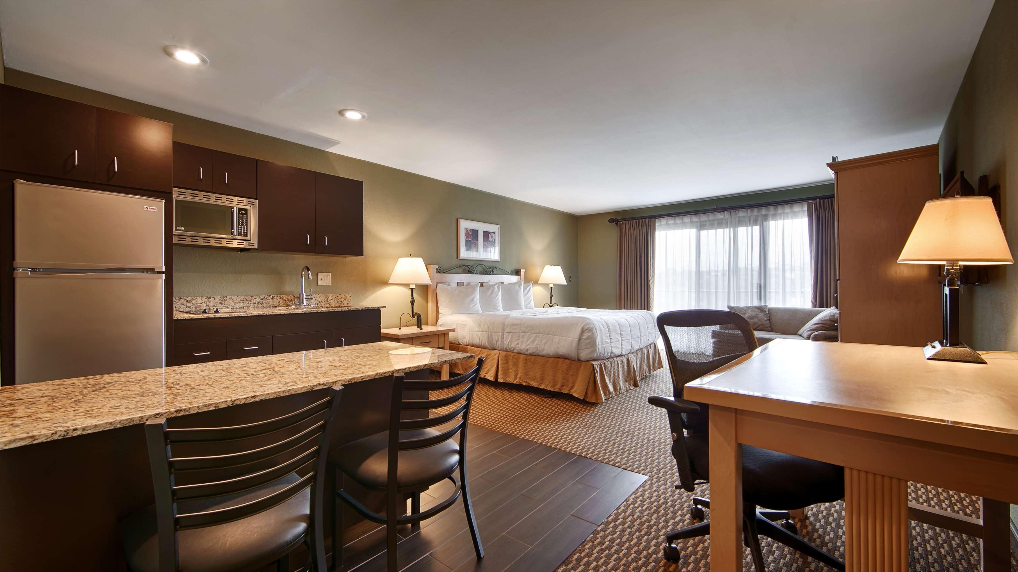 Best Western Encinitas Inn & Suites at Moonlight Beach image 15