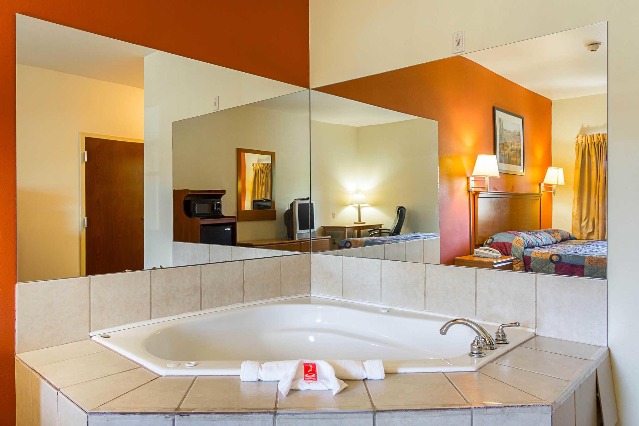 Econo Lodge Inn & Suites Pritchard Road North Little Rock image 8