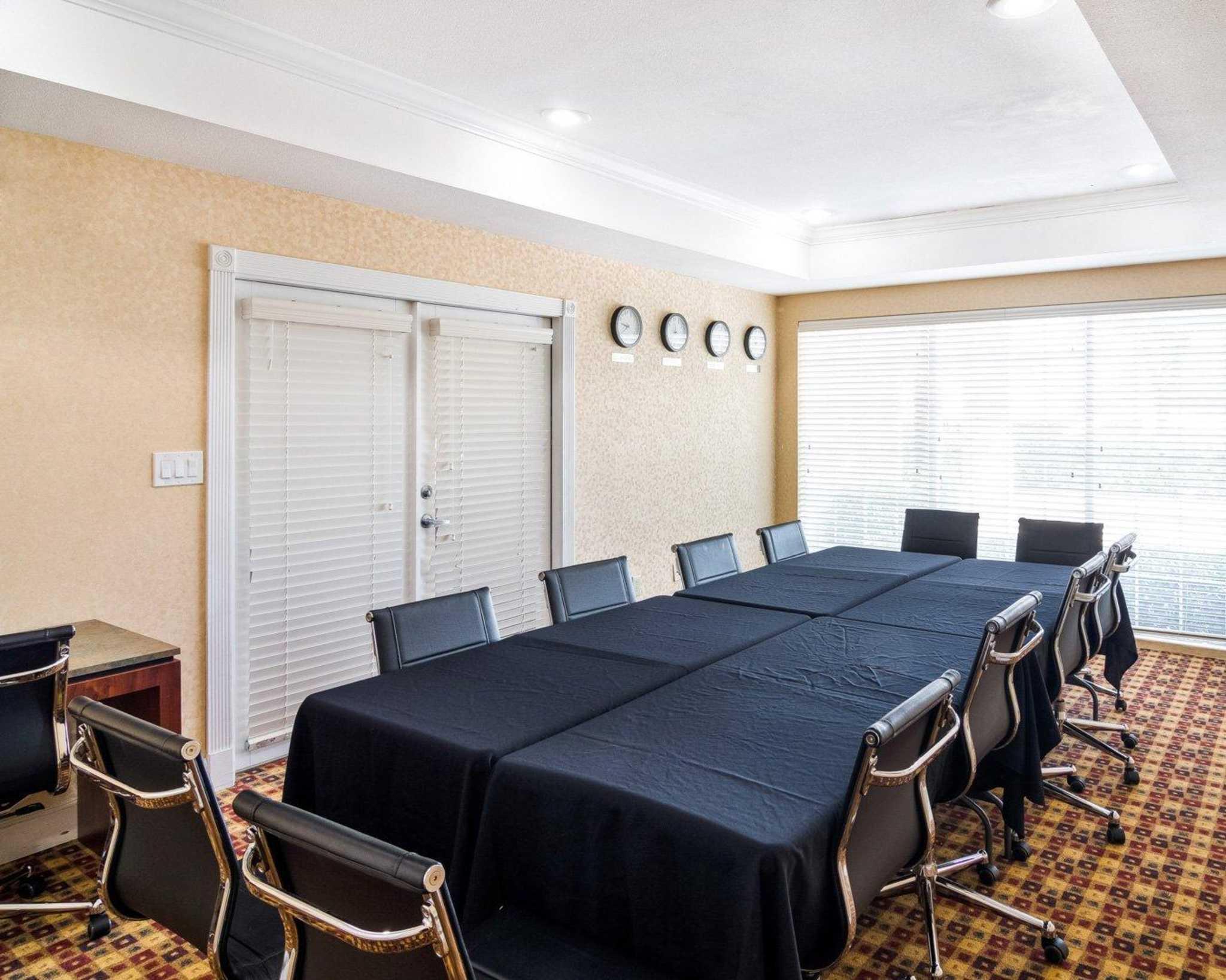 Comfort Suites Las Colinas Center image 13