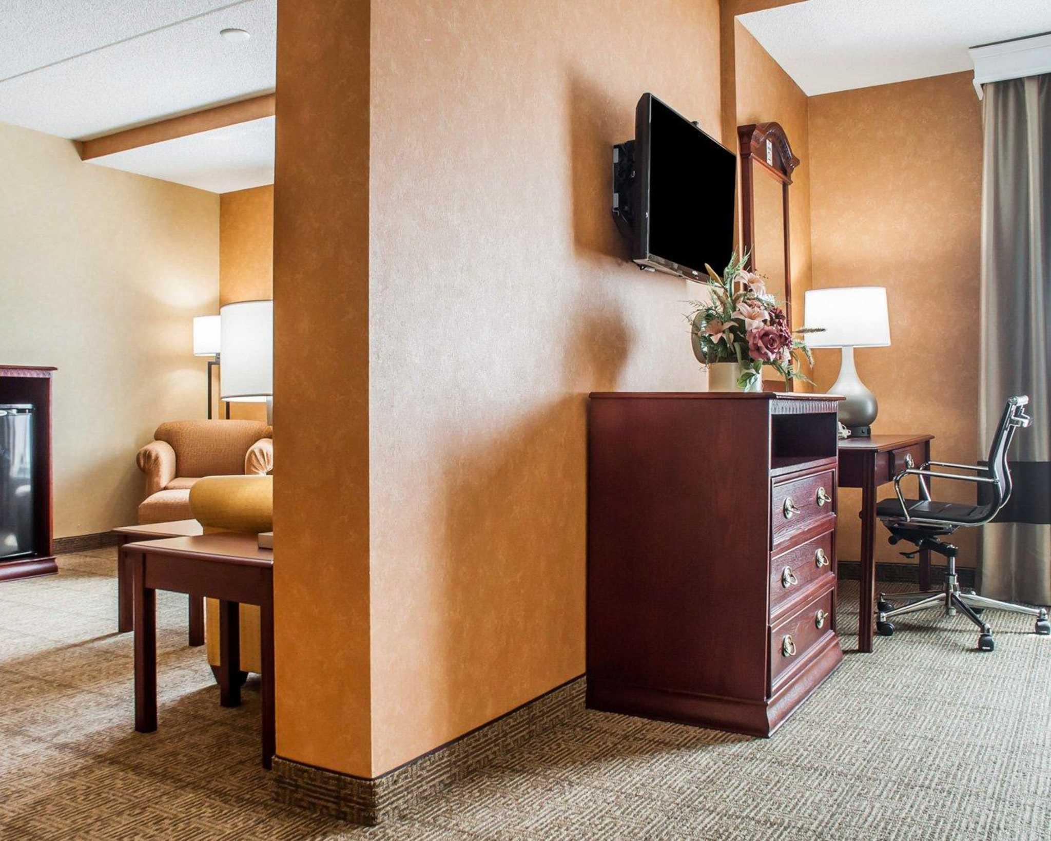 Comfort Inn Near Walden Galleria Mall image 30
