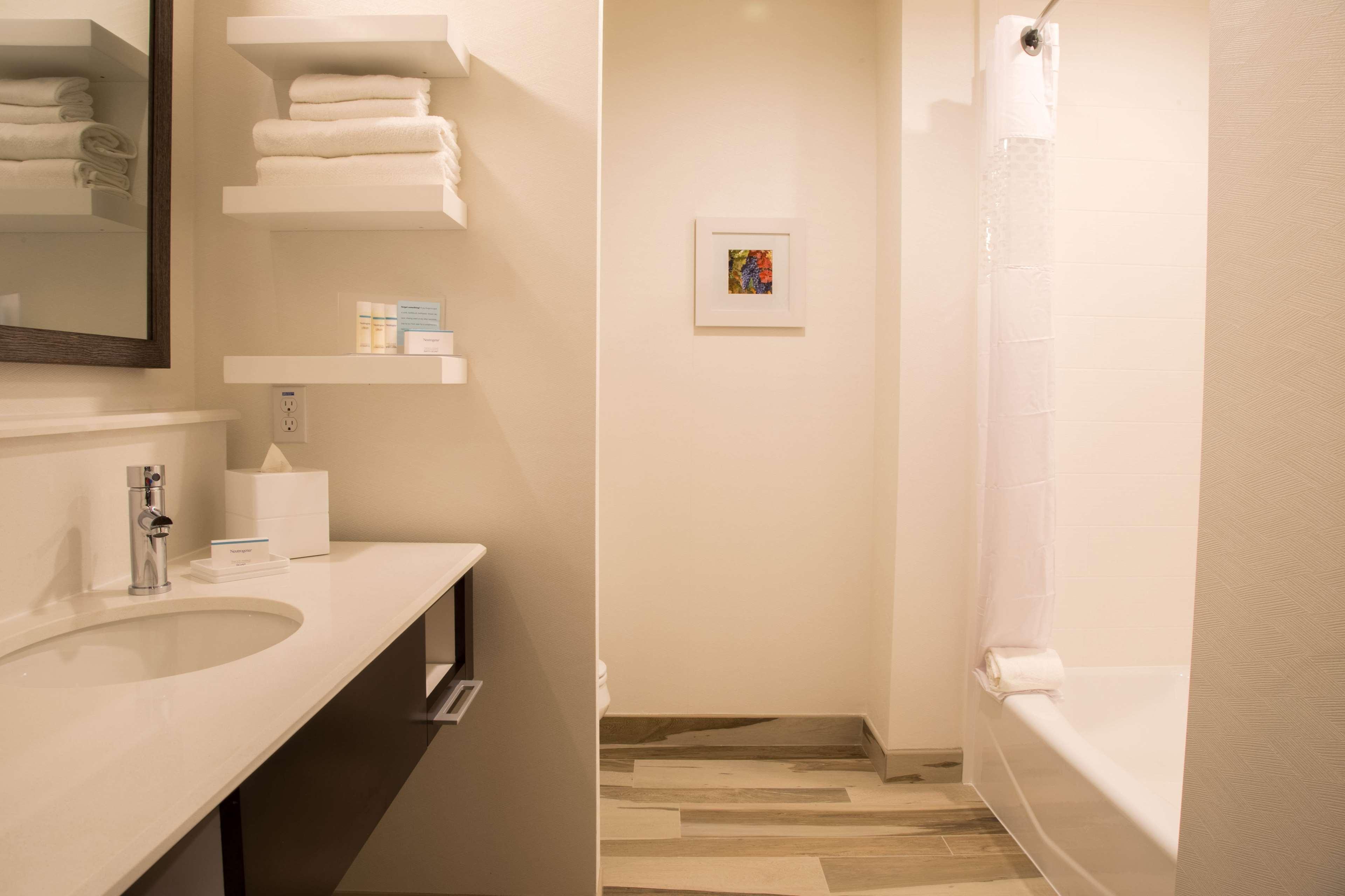 Hampton Inn & Suites Murrieta Temecula image 18