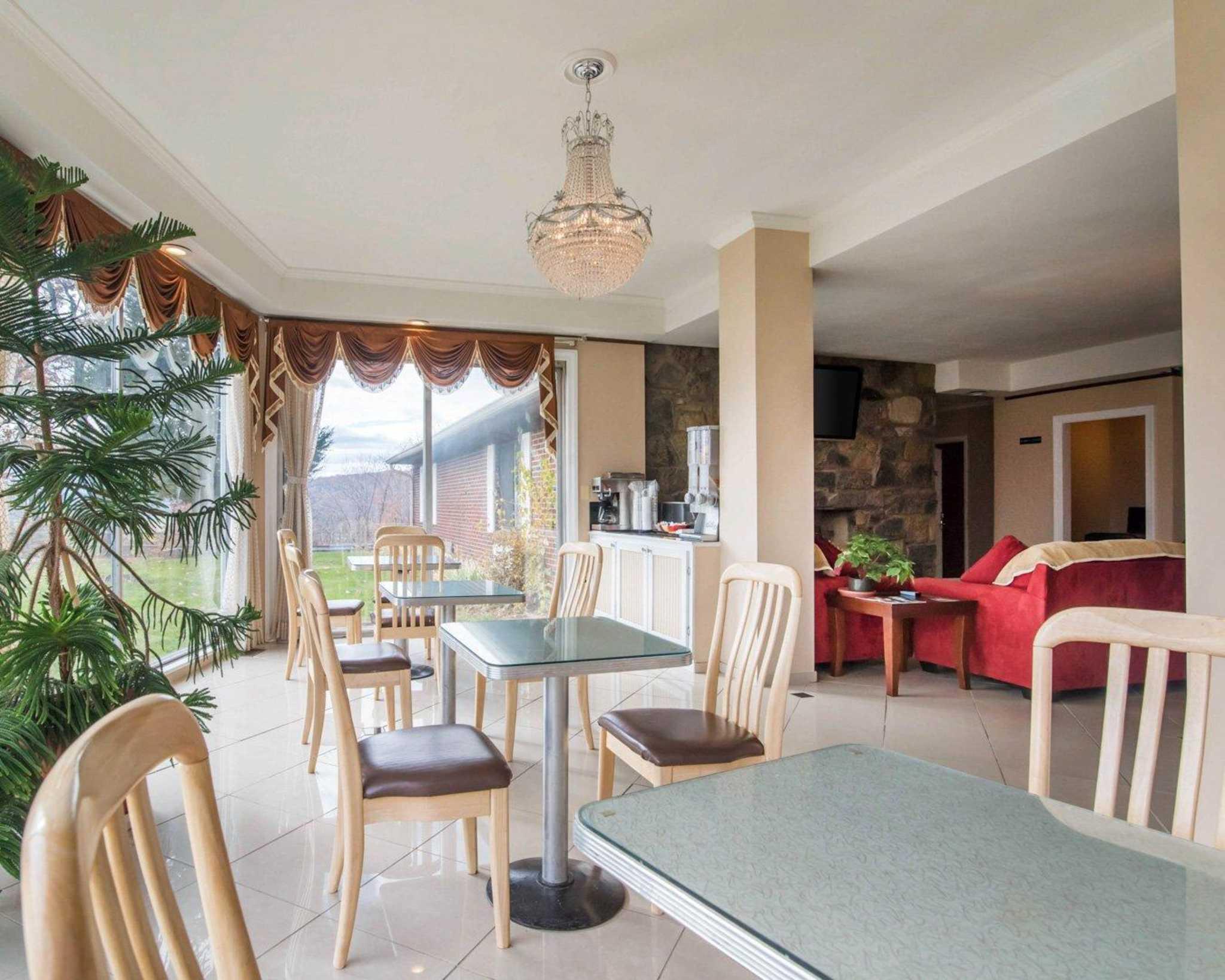 Rodeway Inn Skytop image 20