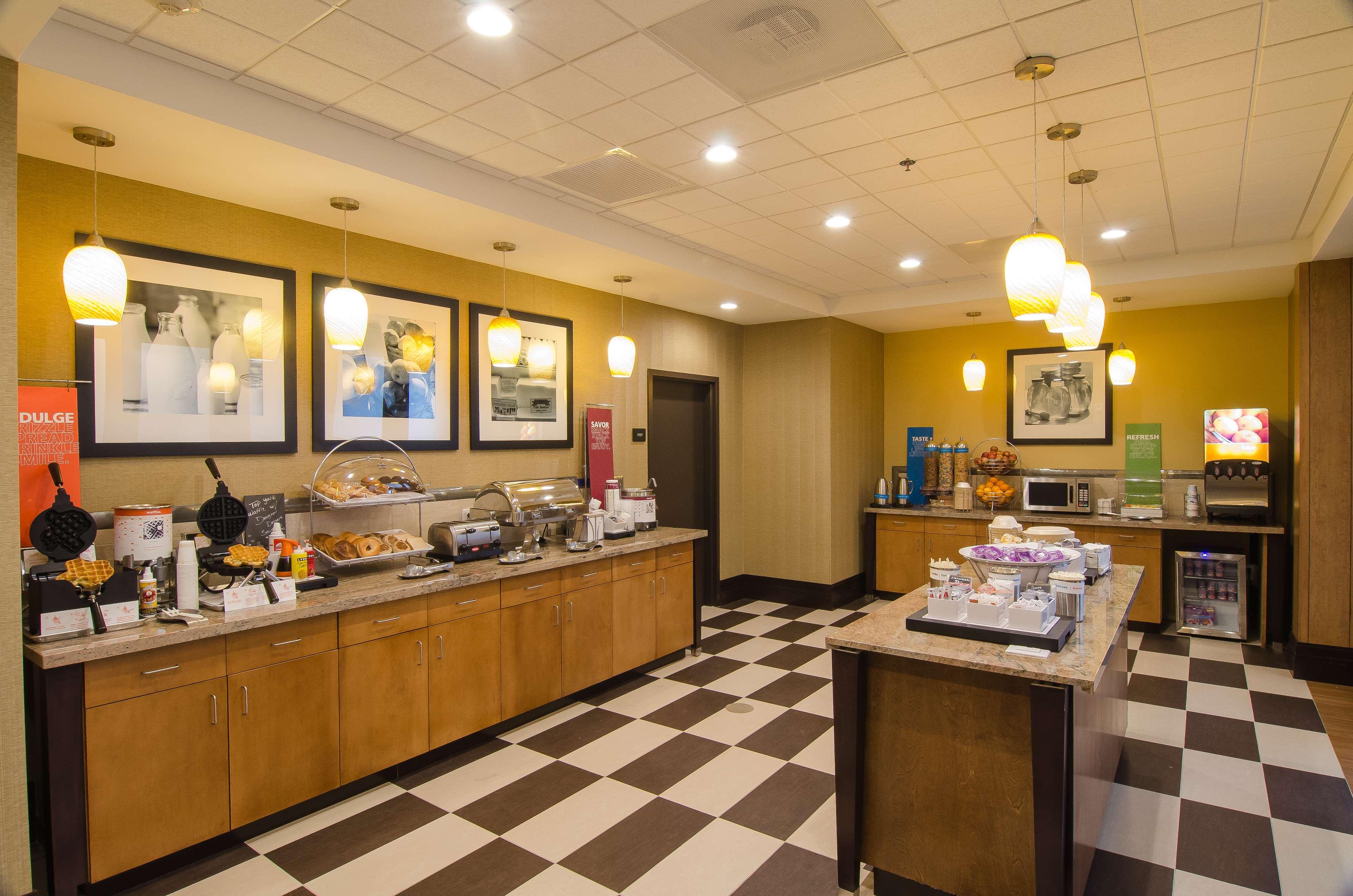 Hampton Inn & Suites Houston North IAH image 8