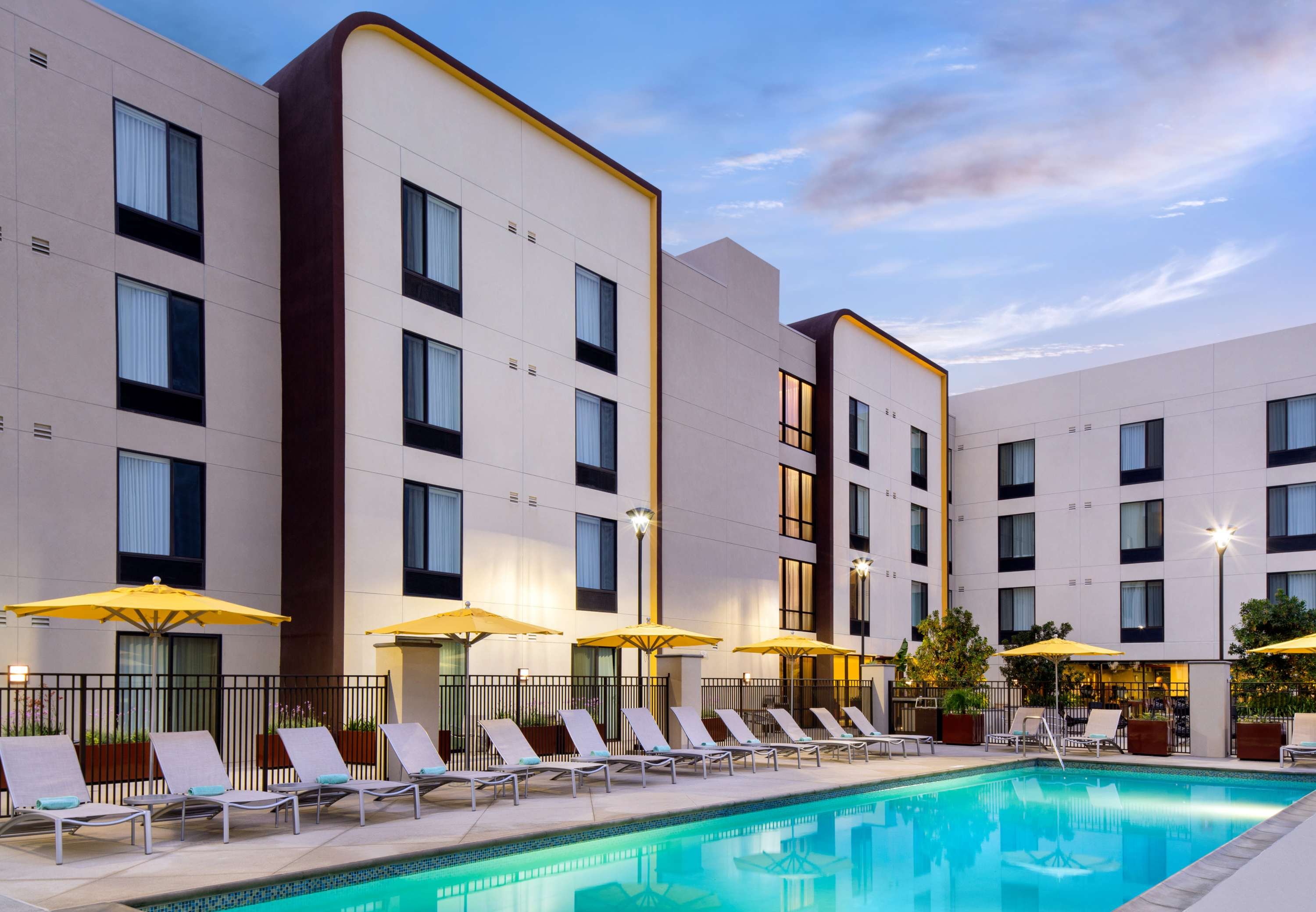 Springhill suites by marriott los angeles burbank downtown - Olive garden spring hill tennessee ...