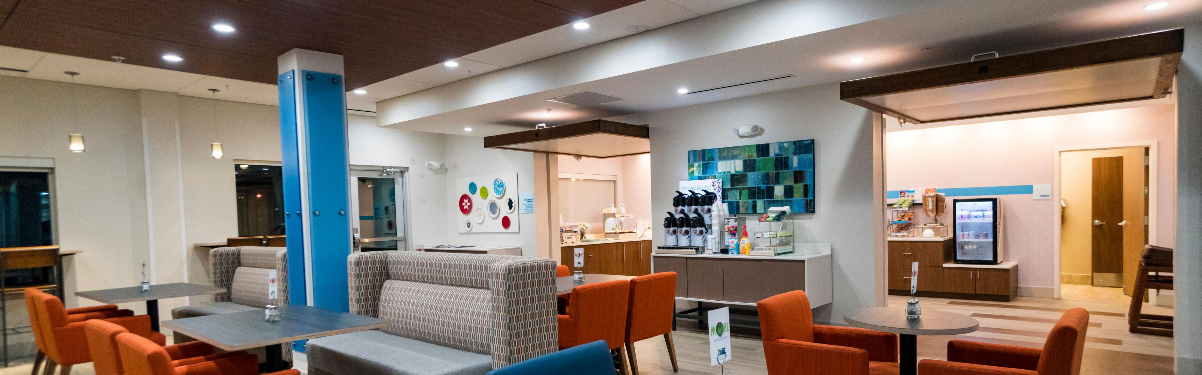 Holiday Inn Express & Suites Southaven Central - Memphis image 3
