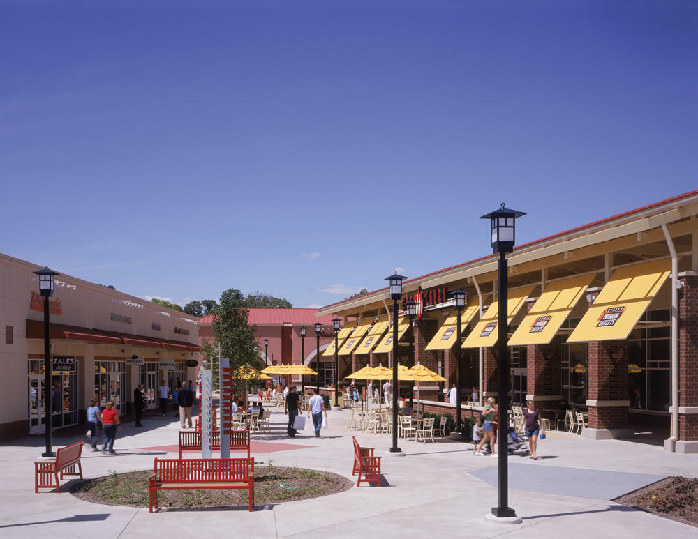 Chicago Premium Outlets image 4