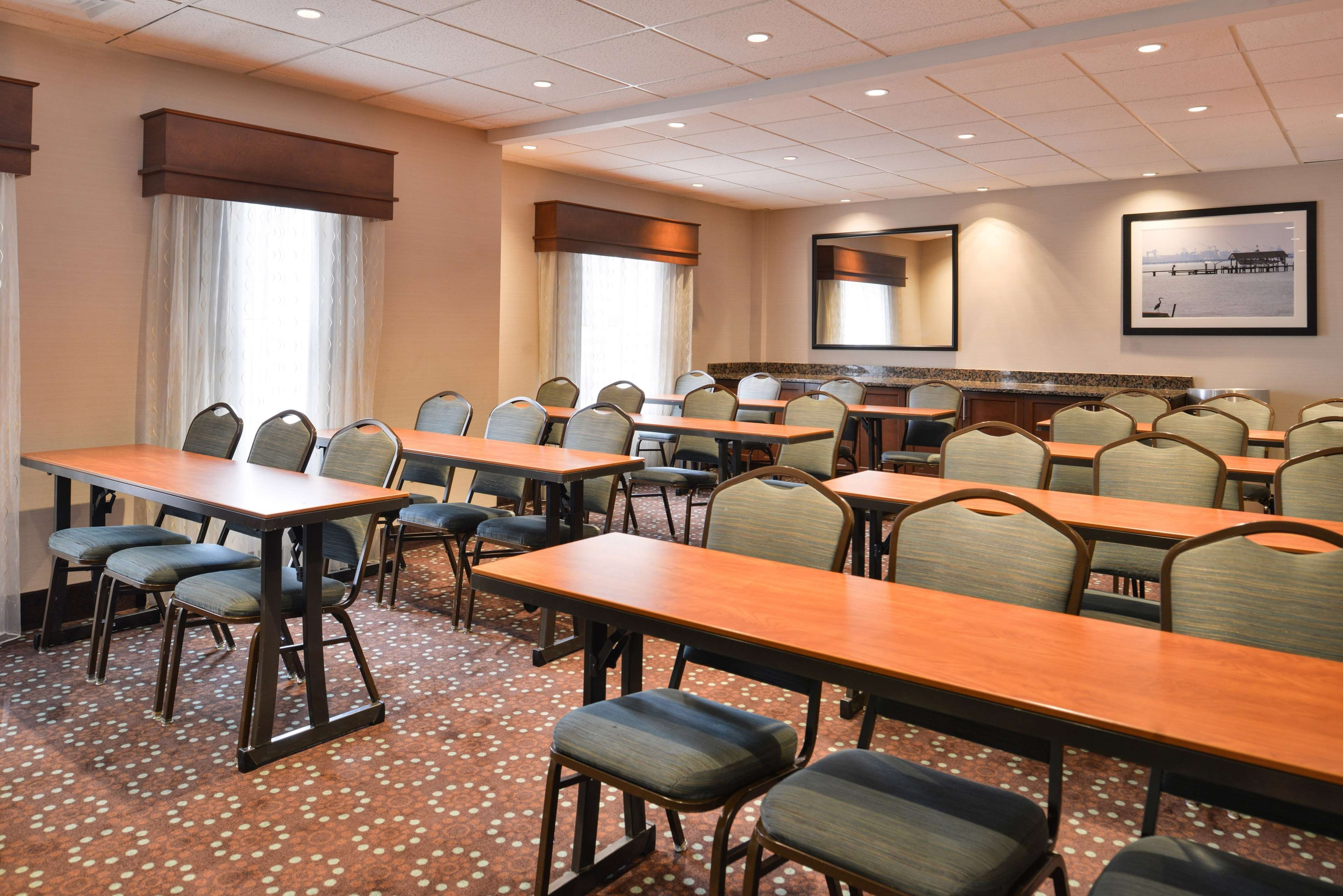Hampton Inn & Suites Newport News (Oyster Point) image 47