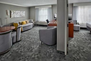 Courtyard by Marriott Tinton Falls Eatontown image 6