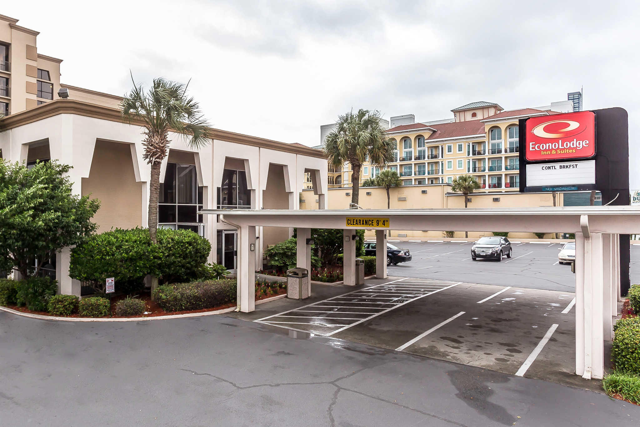 Econo Lodge Inn & Suites Beach Front Central image 1