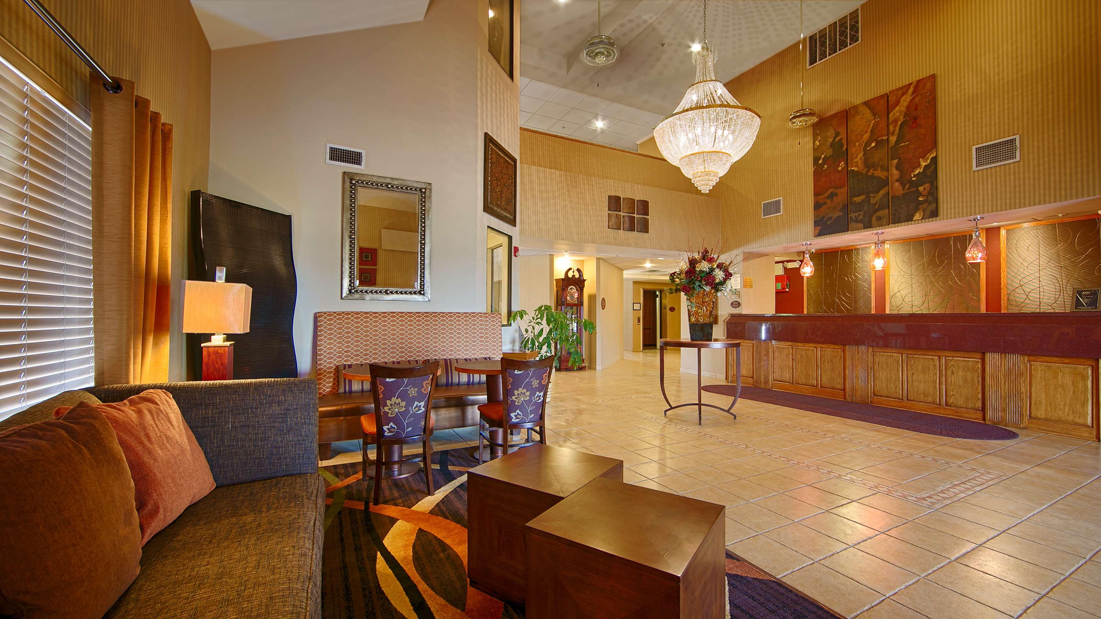 Best Western Plus Woodland Hills Hotel & Suites image 3