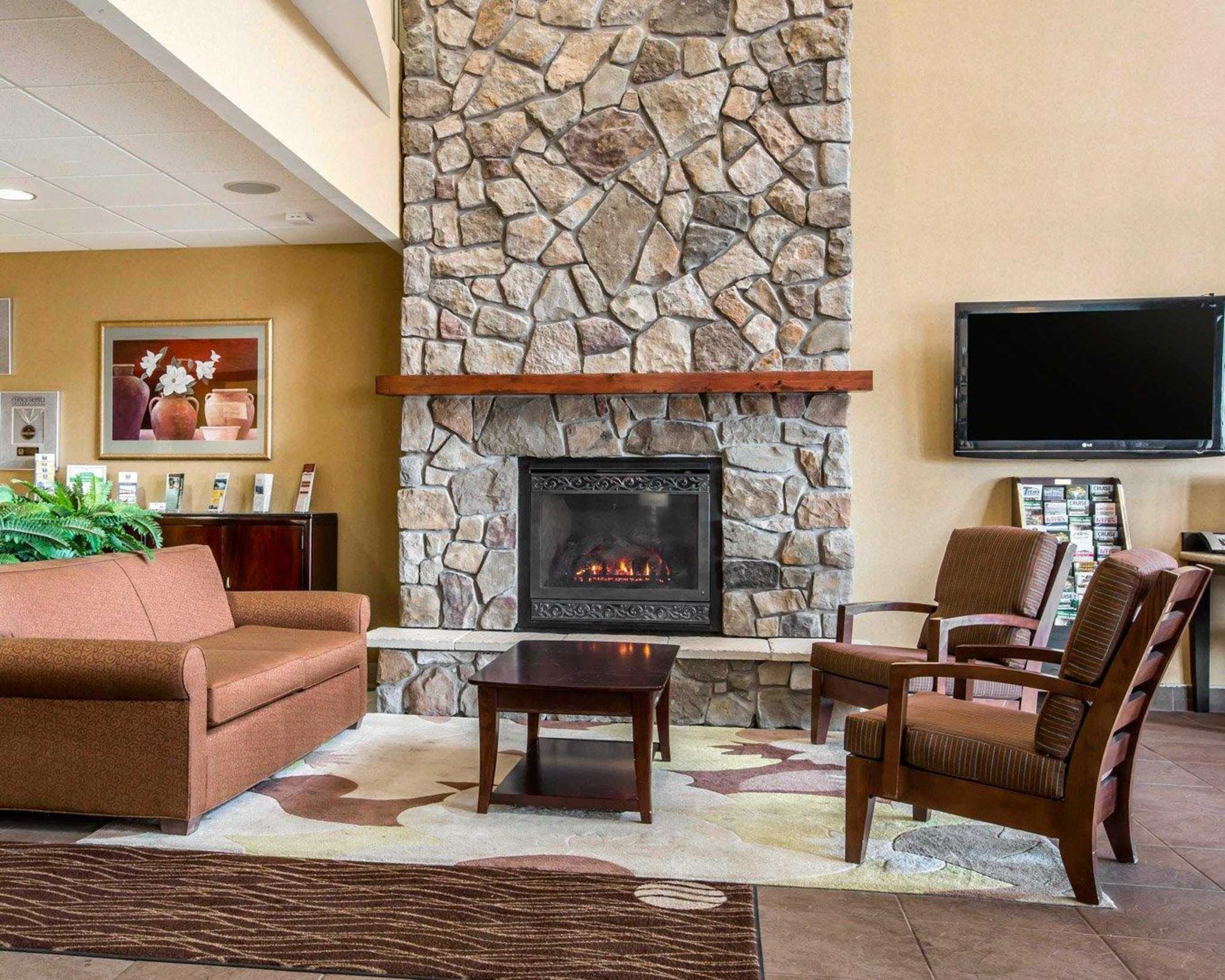 Comfort Inn & Suites adj to Akwesasne Mohawk Casino image 31
