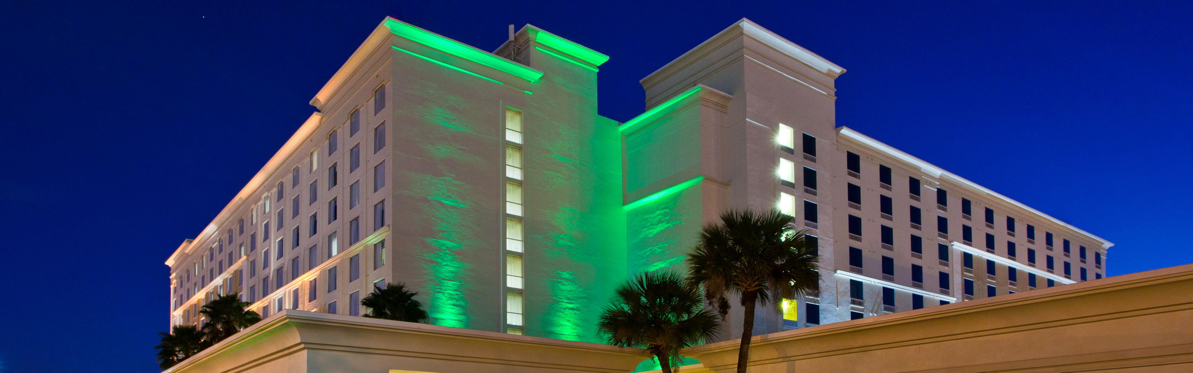 Holiday Inn & Suites Across From Universal Orlando image 0