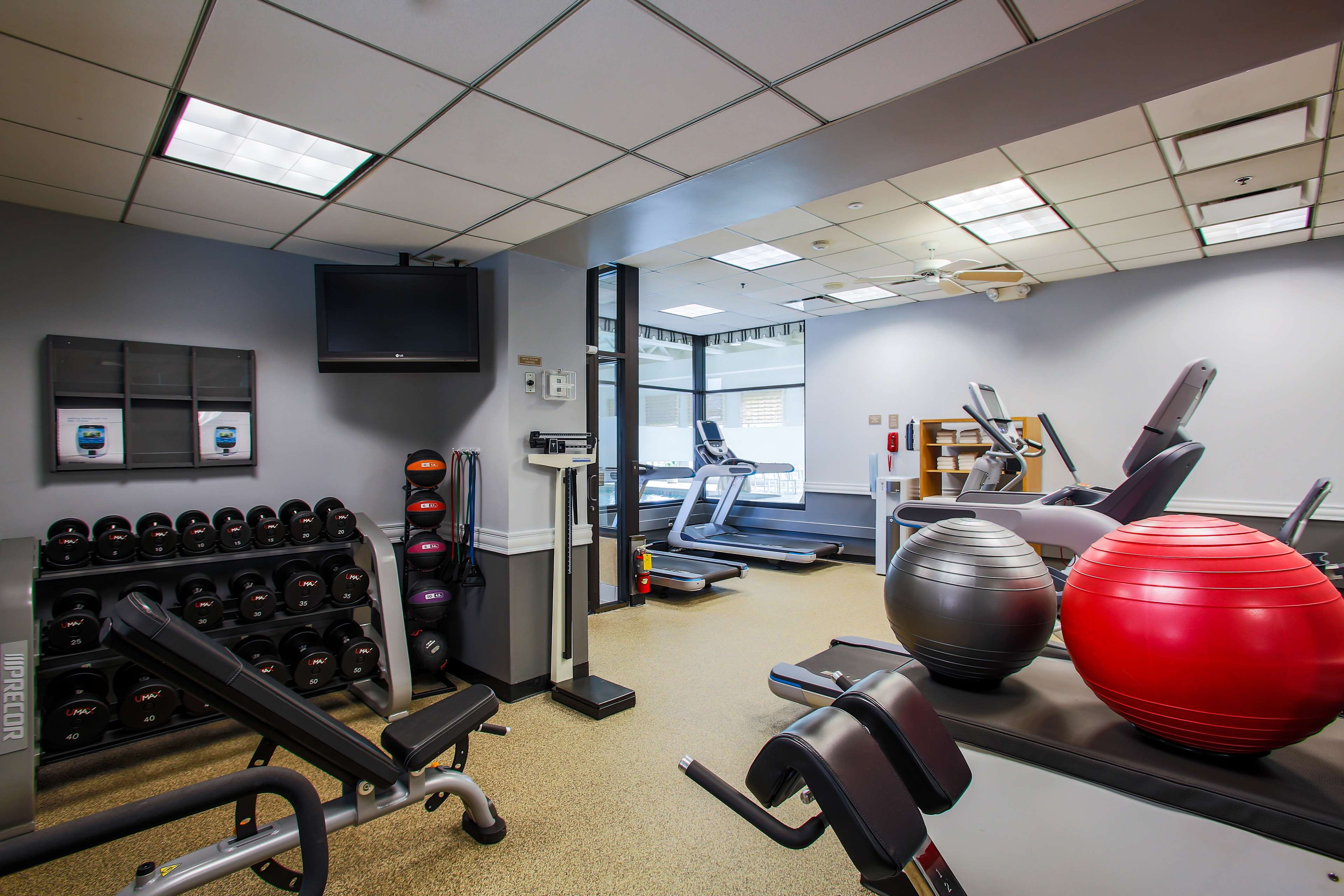 DoubleTree by Hilton Hotel Chicago - Alsip image 8