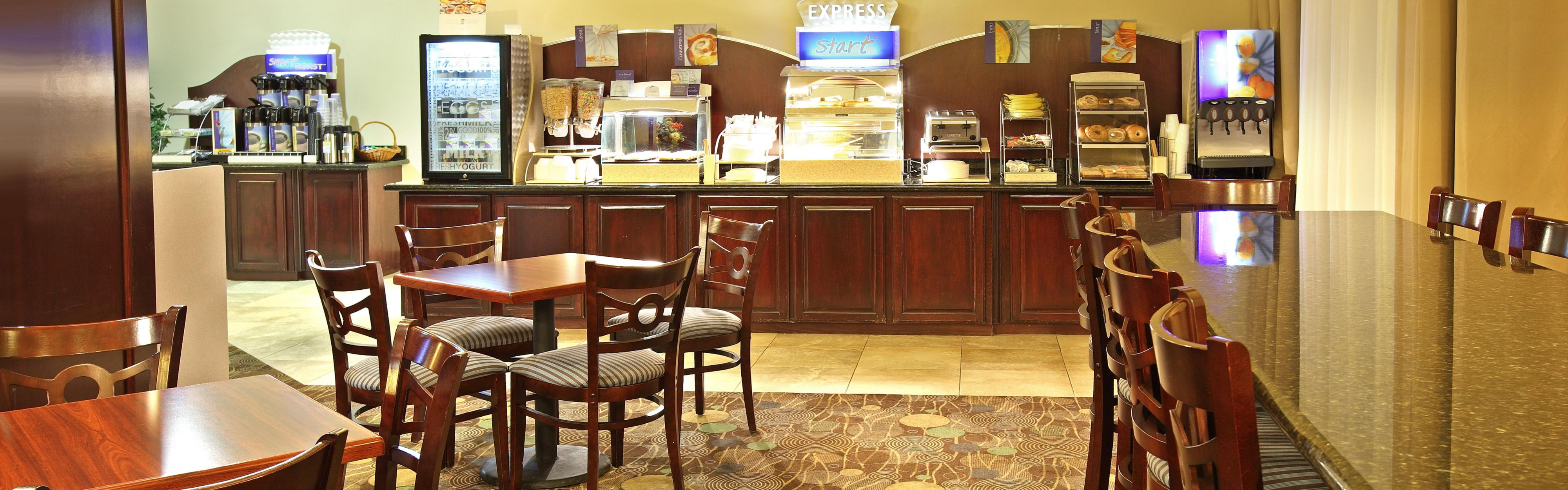 Holiday Inn Express & Suites Marshall image 3