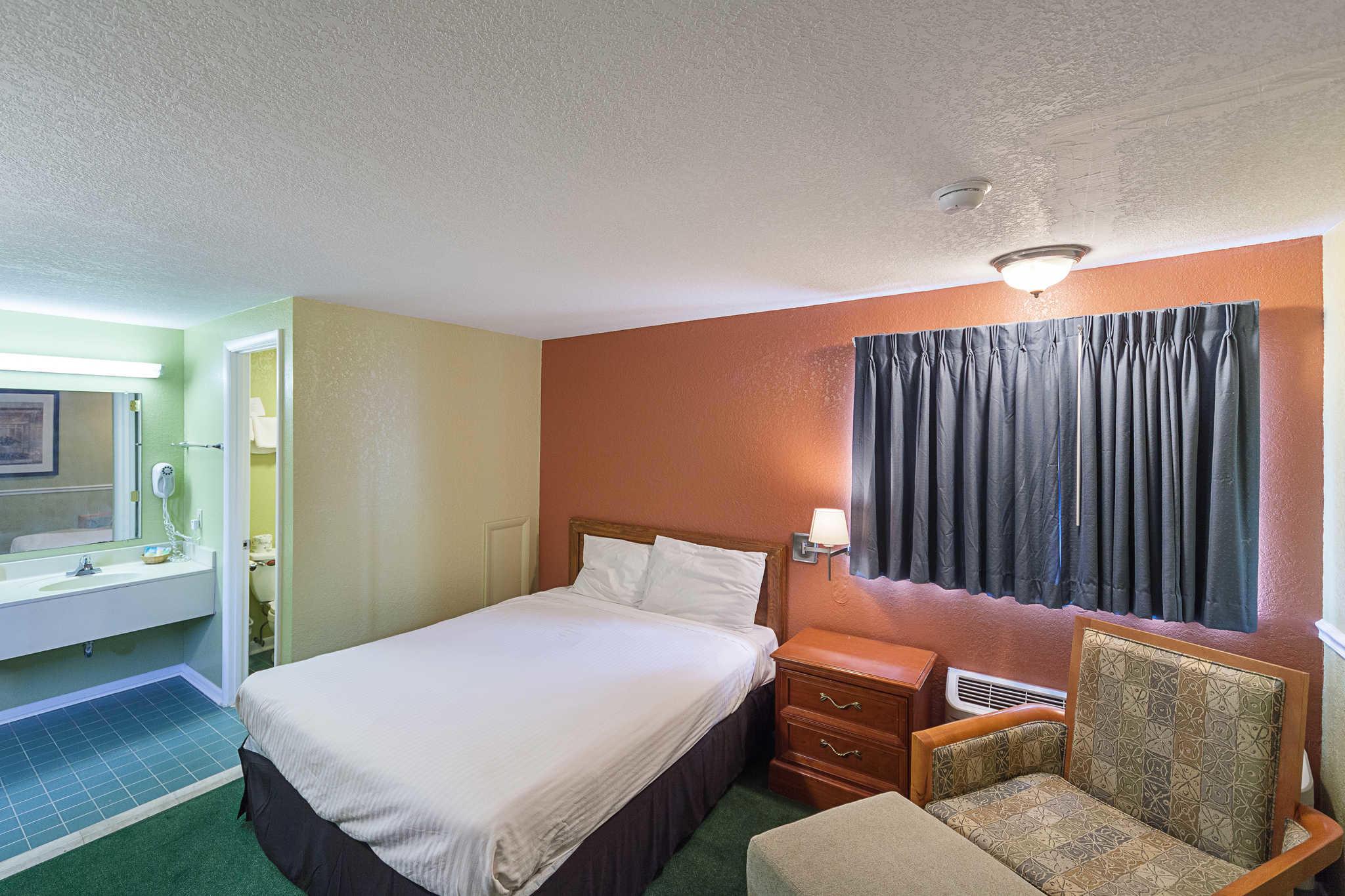 Rodeway Inn image 19