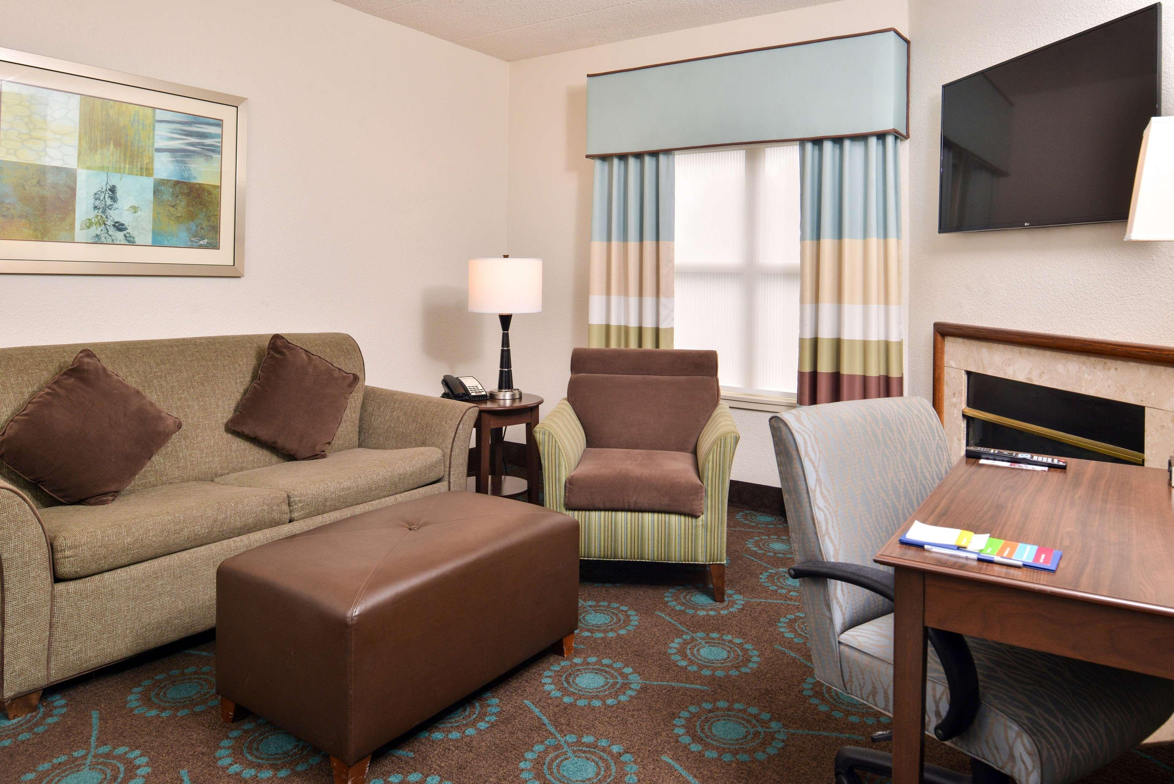 Hampton Inn & Suites Newport News (Oyster Point) image 22