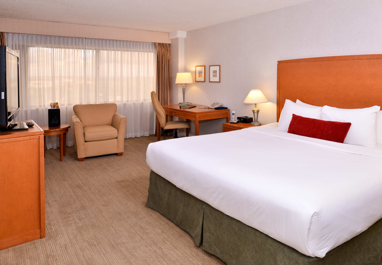 Delta hotels by marriott regina 1919 saskatchewan drive for 306 salon regina