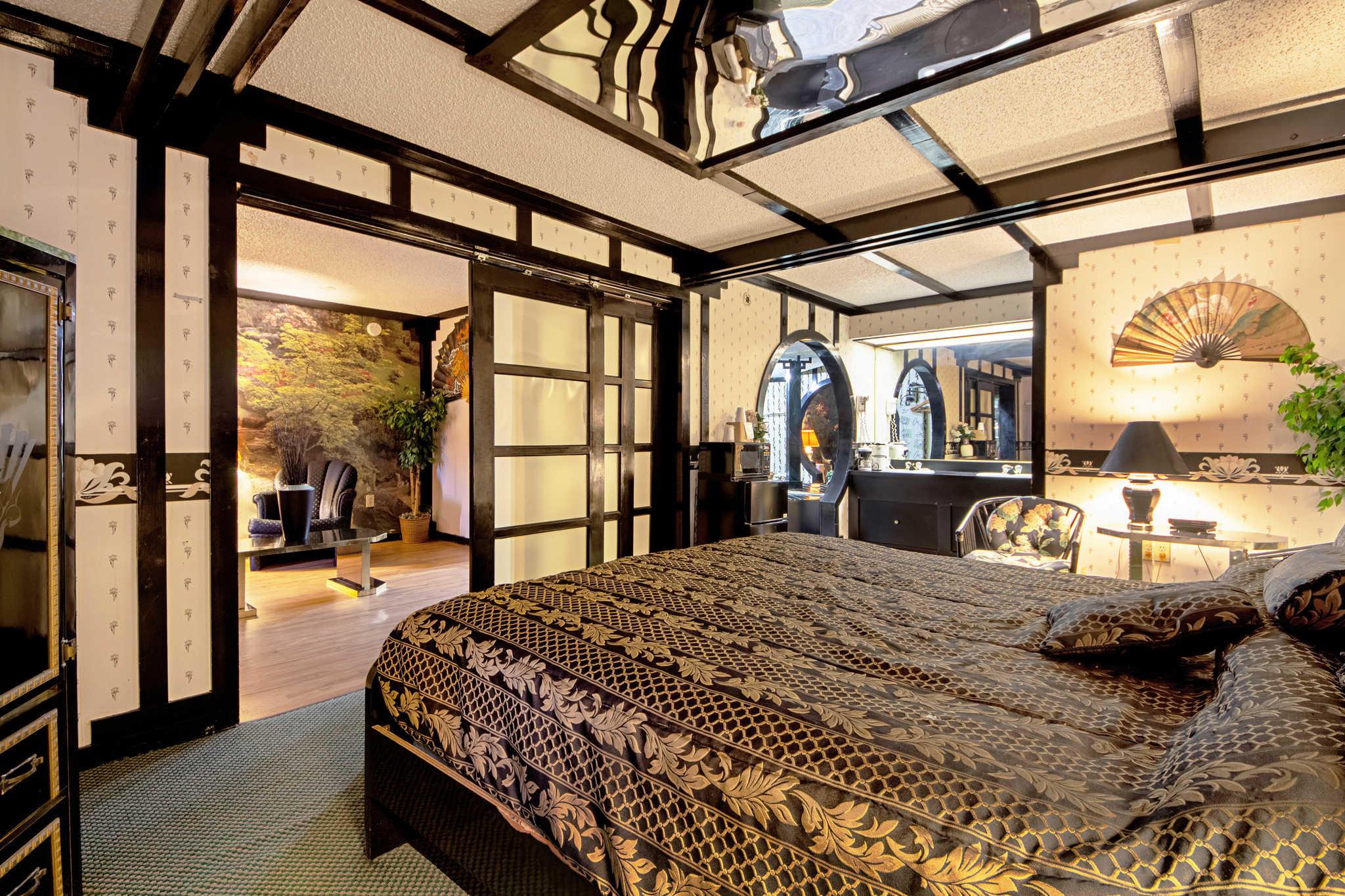 Rodeway Inn & Suites image 47
