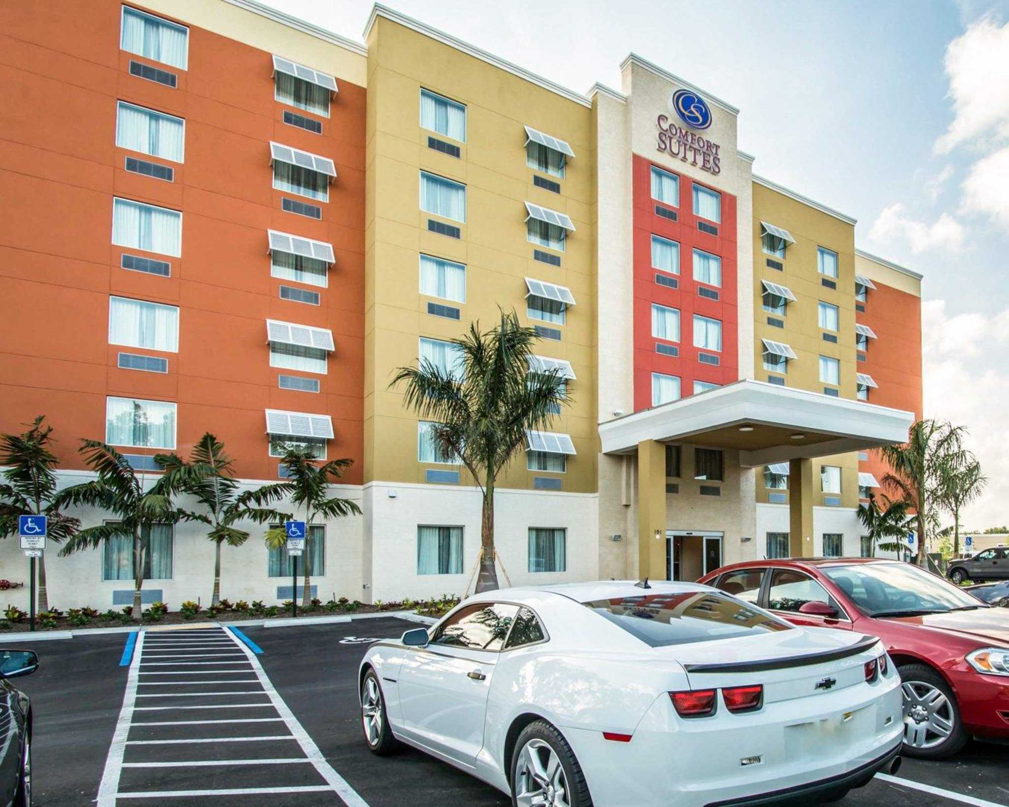 Comfort Suites Fort Lauderdale Airport South & Cruise Port image 1