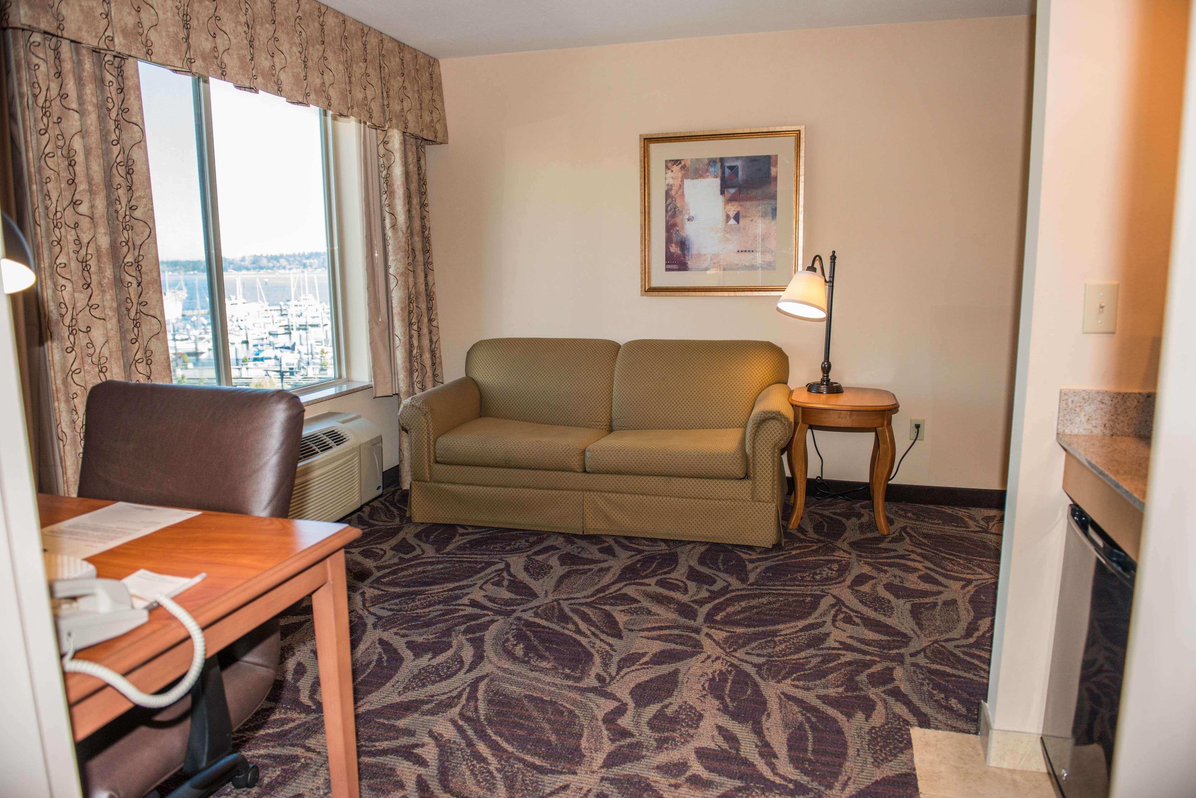 Hampton Inn & Suites Bremerton image 42