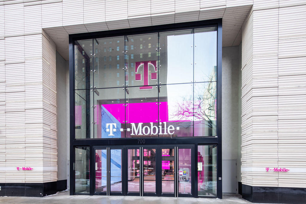 Cell Phones Plans and Accessories at T-Mobile 700 N