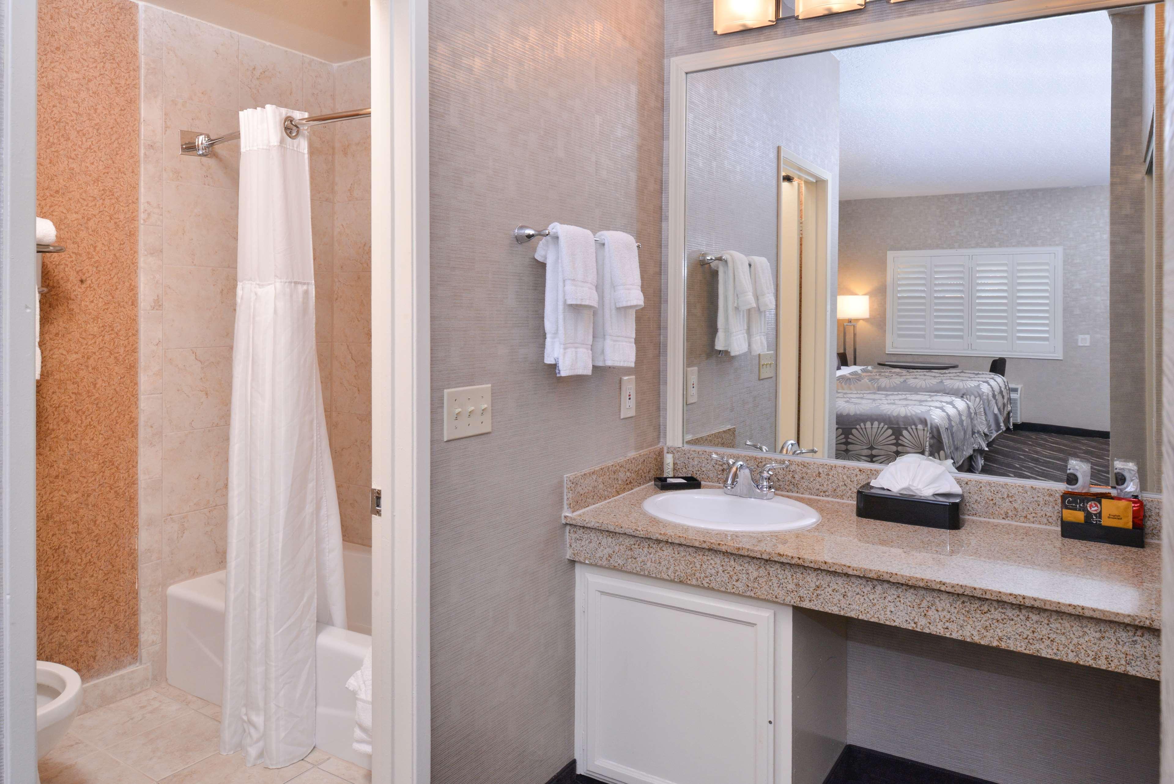 Best Western Plus Park Place Inn - Mini Suites image 26