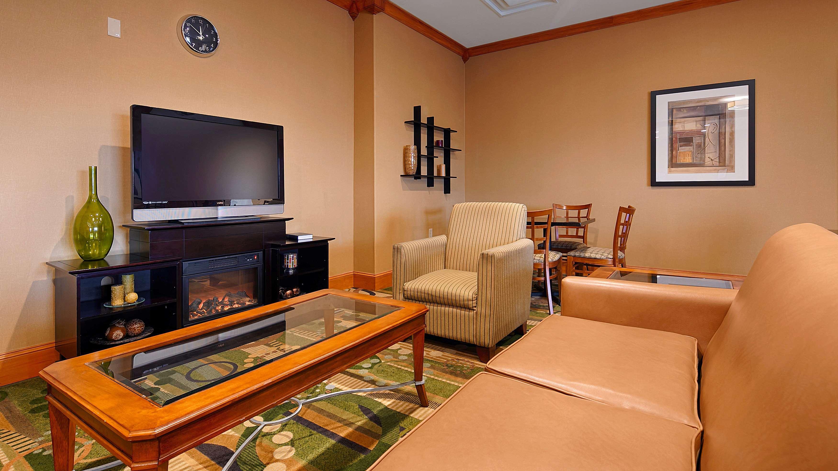 Best Western Plus Rose City Conference Center Inn image 1