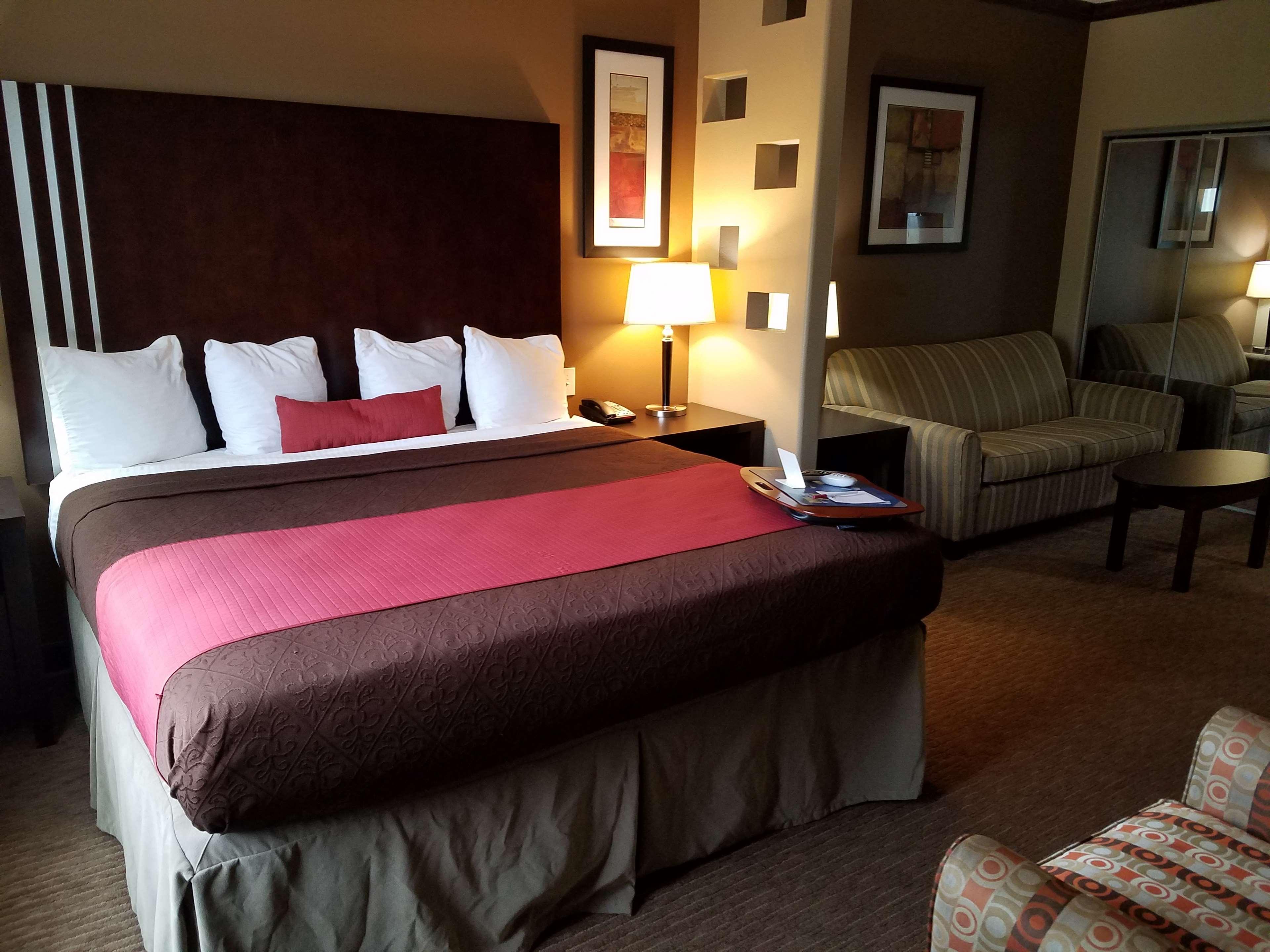 Best Western Plus Texoma Hotel & Suites image 38