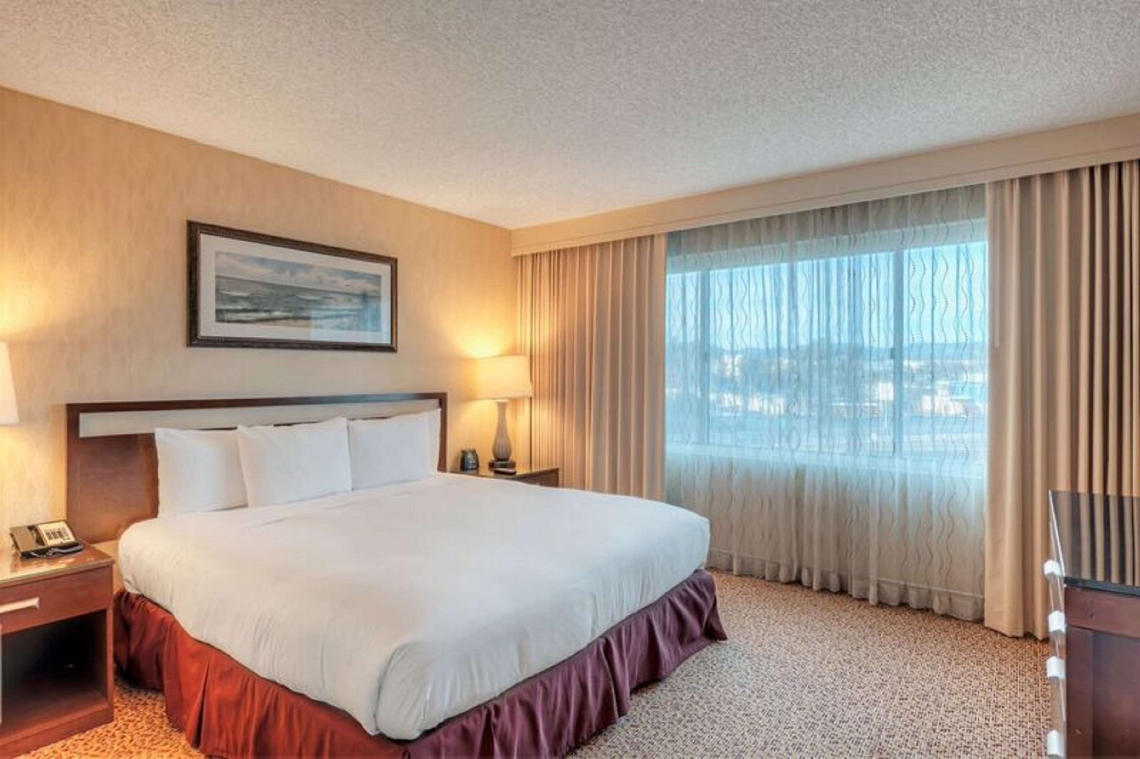DoubleTree Suites by Hilton Hotel Santa Monica image 8