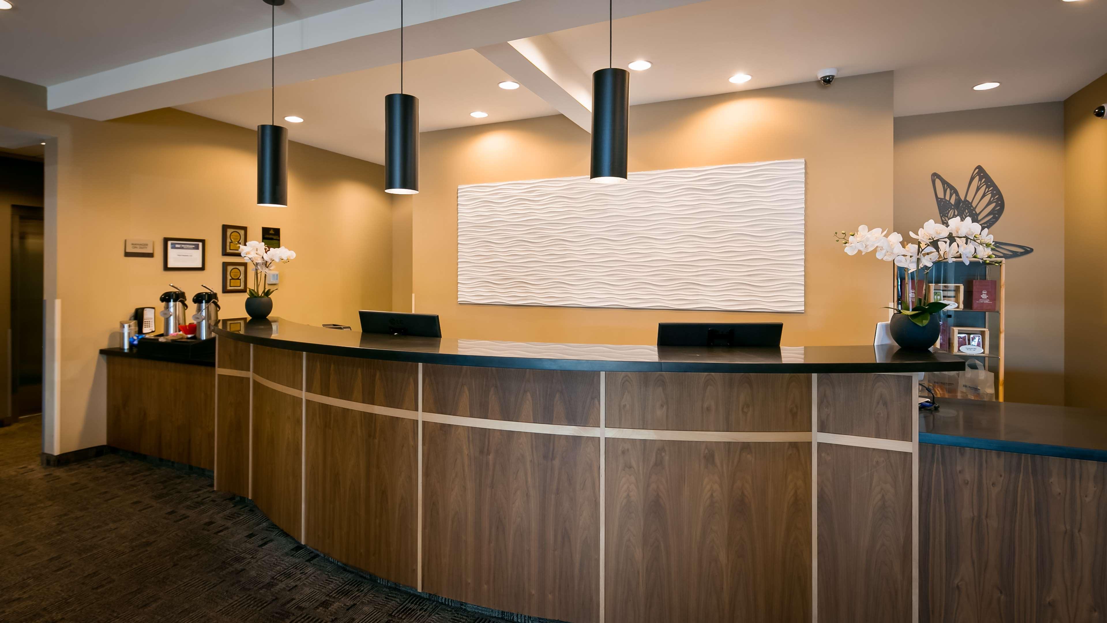 Best Western Plus Lacey Inn & Suites image 2