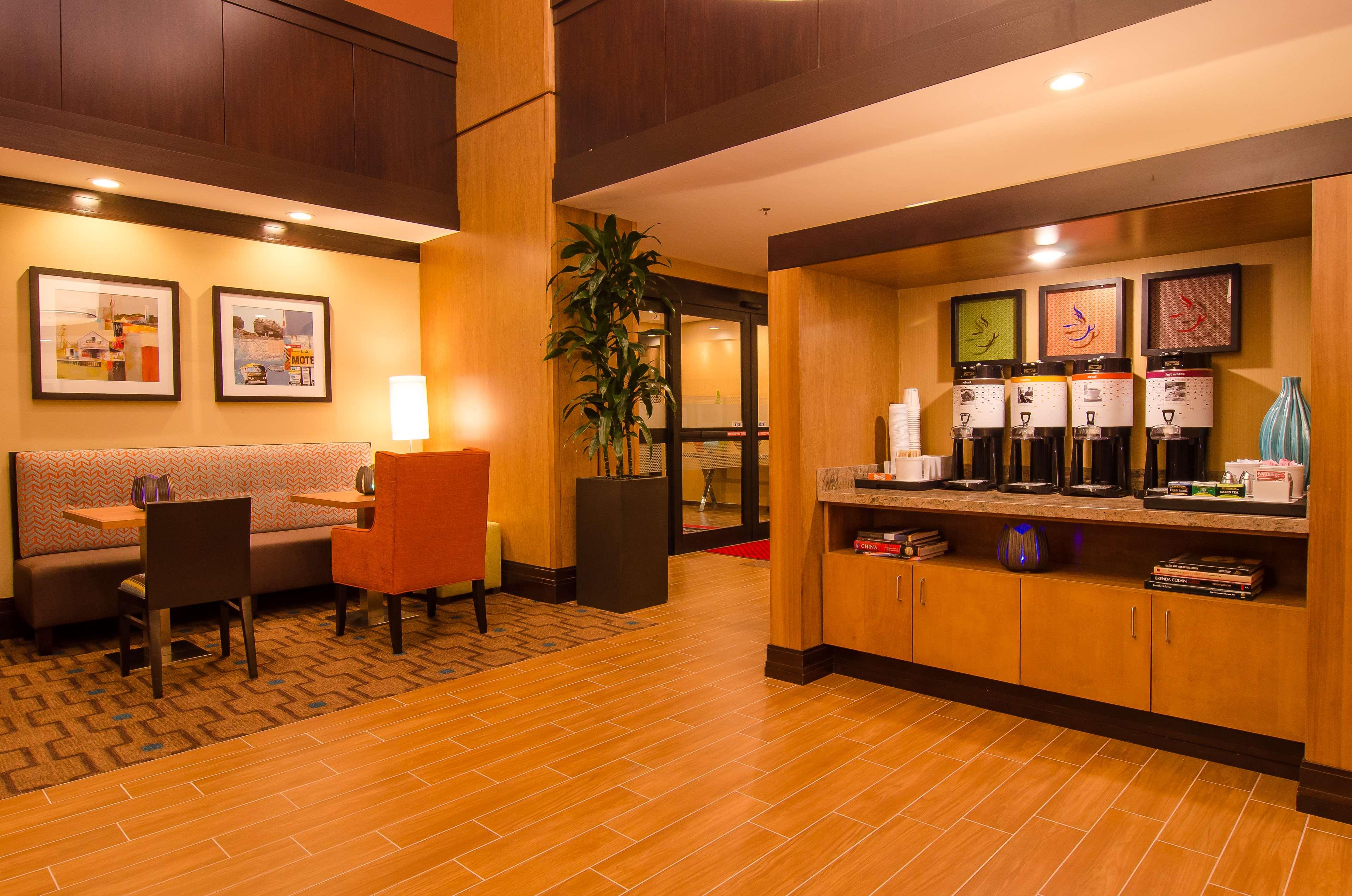 Hampton Inn & Suites Houston North IAH image 11