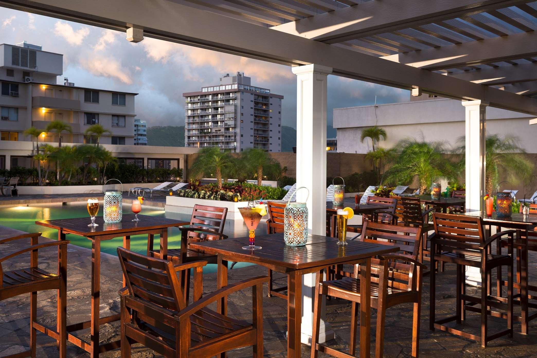 Hilton Waikiki Beach image 4