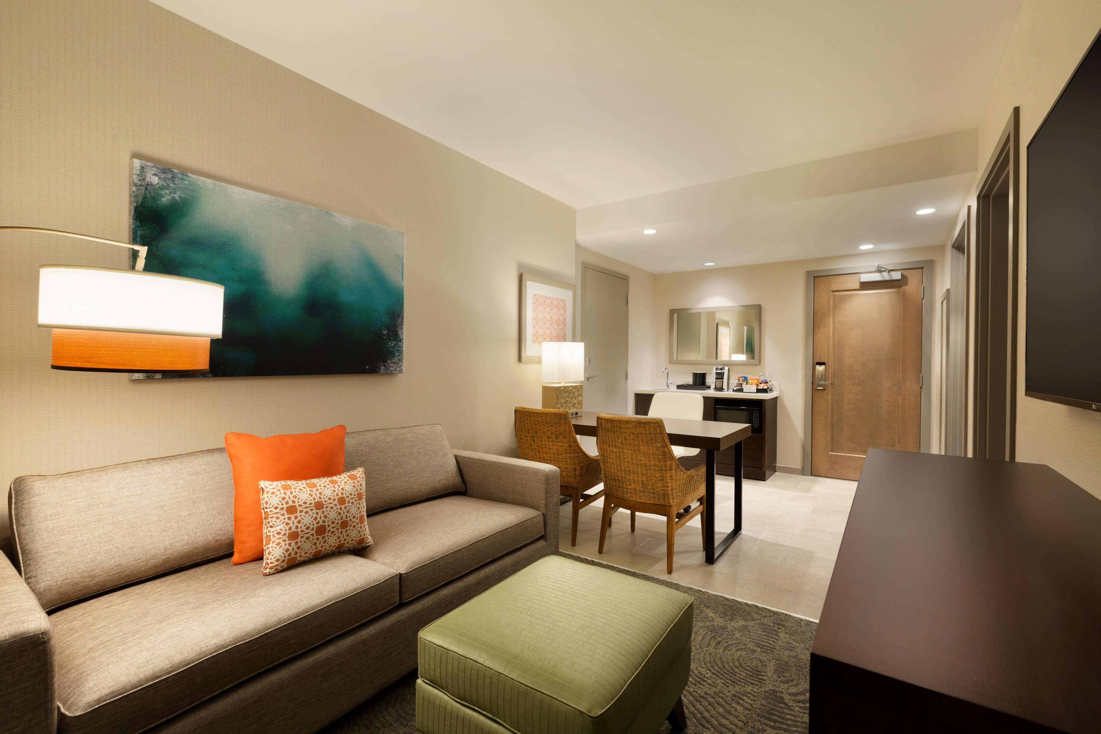 Embassy Suites by Hilton Oahu Kapolei image 42