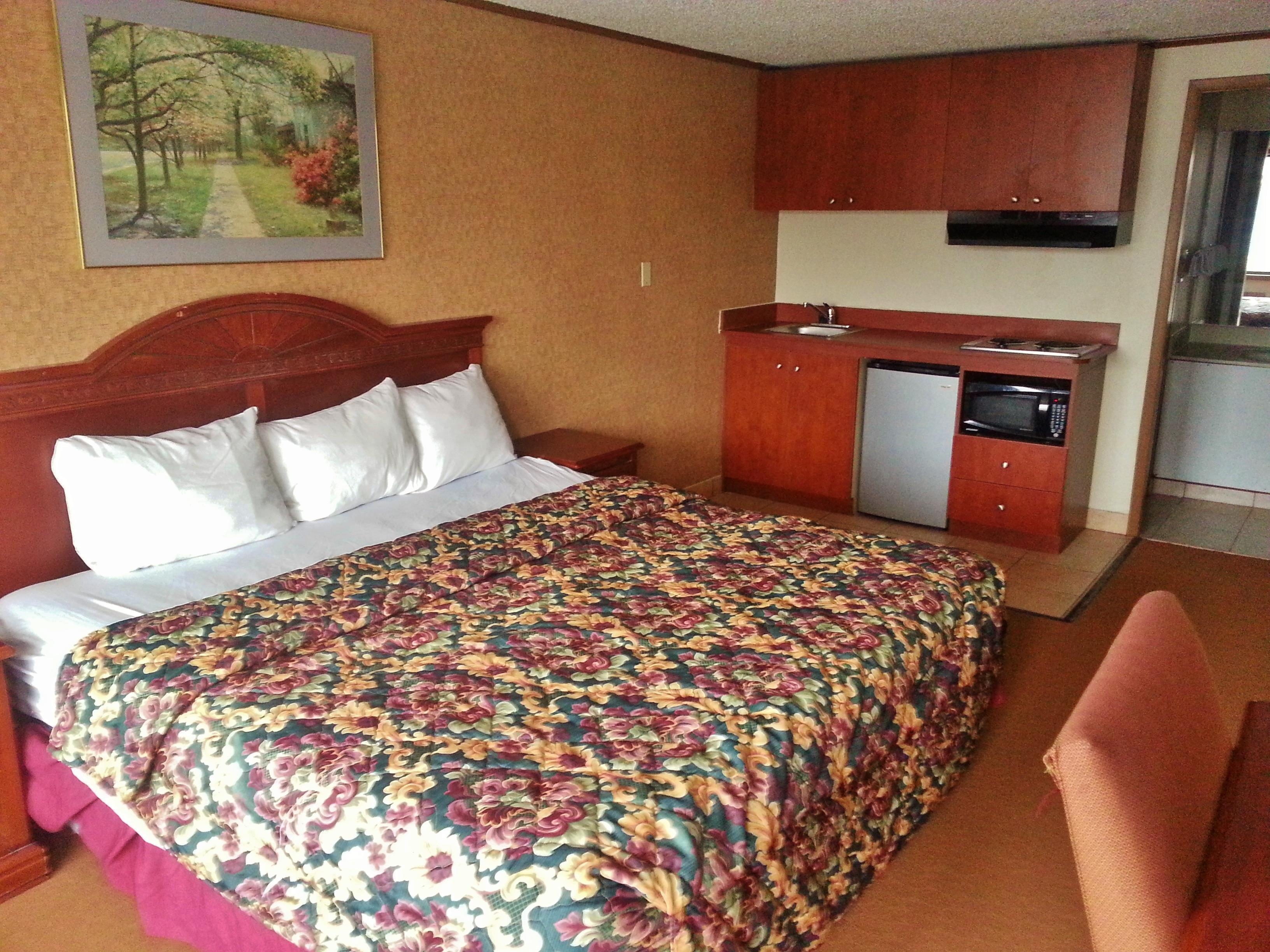 Americas Best Value Inn & Suites Monroe image 4