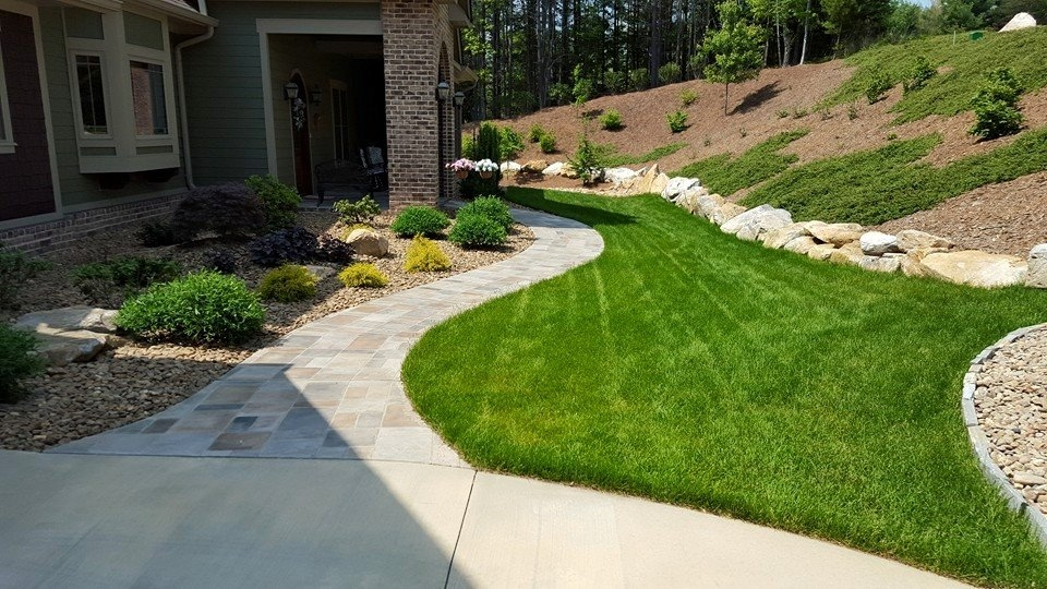 Lawn Care Service in MS Oxford 38655 Southern Grounds Management 145 Eagle Point Loop  (662)832-7460