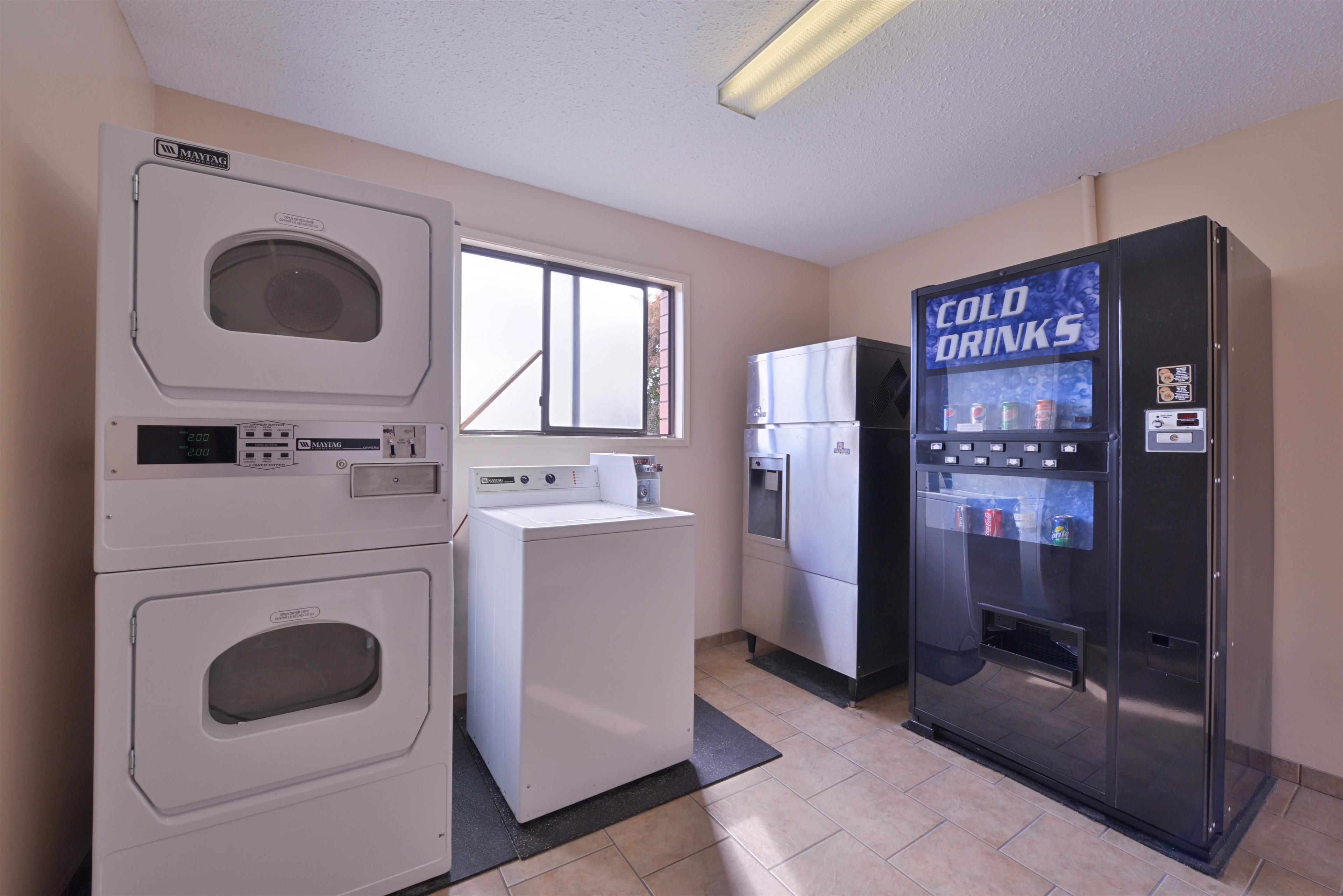 Canadas Best Value Inn & Suites Vernon in Vernon: Laundry Facility