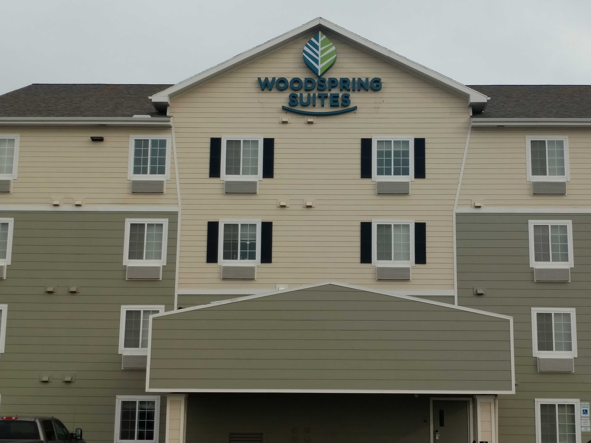 WoodSpring Suites Williston image 11