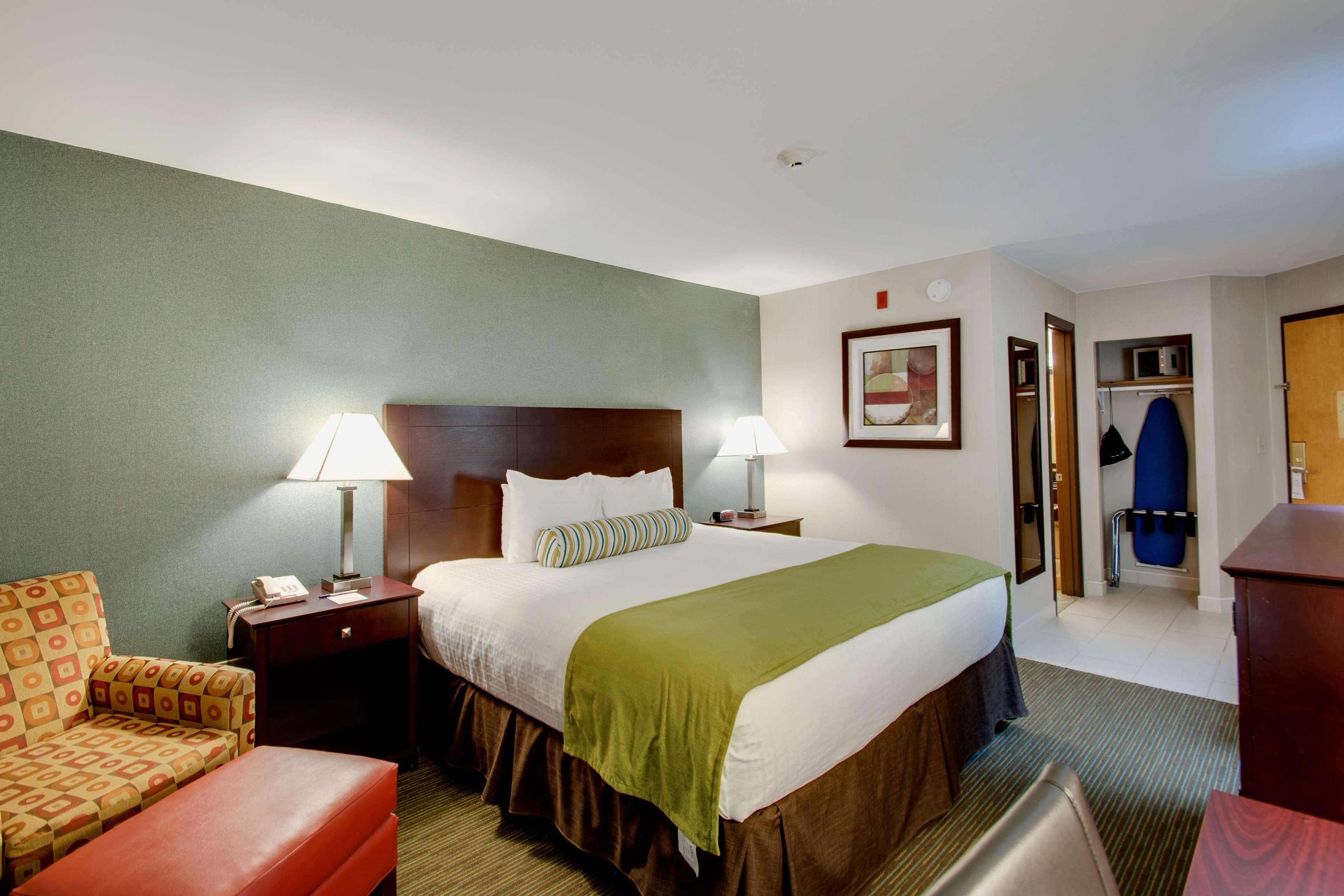 Best Western Plus The Inn at Hampton image 9