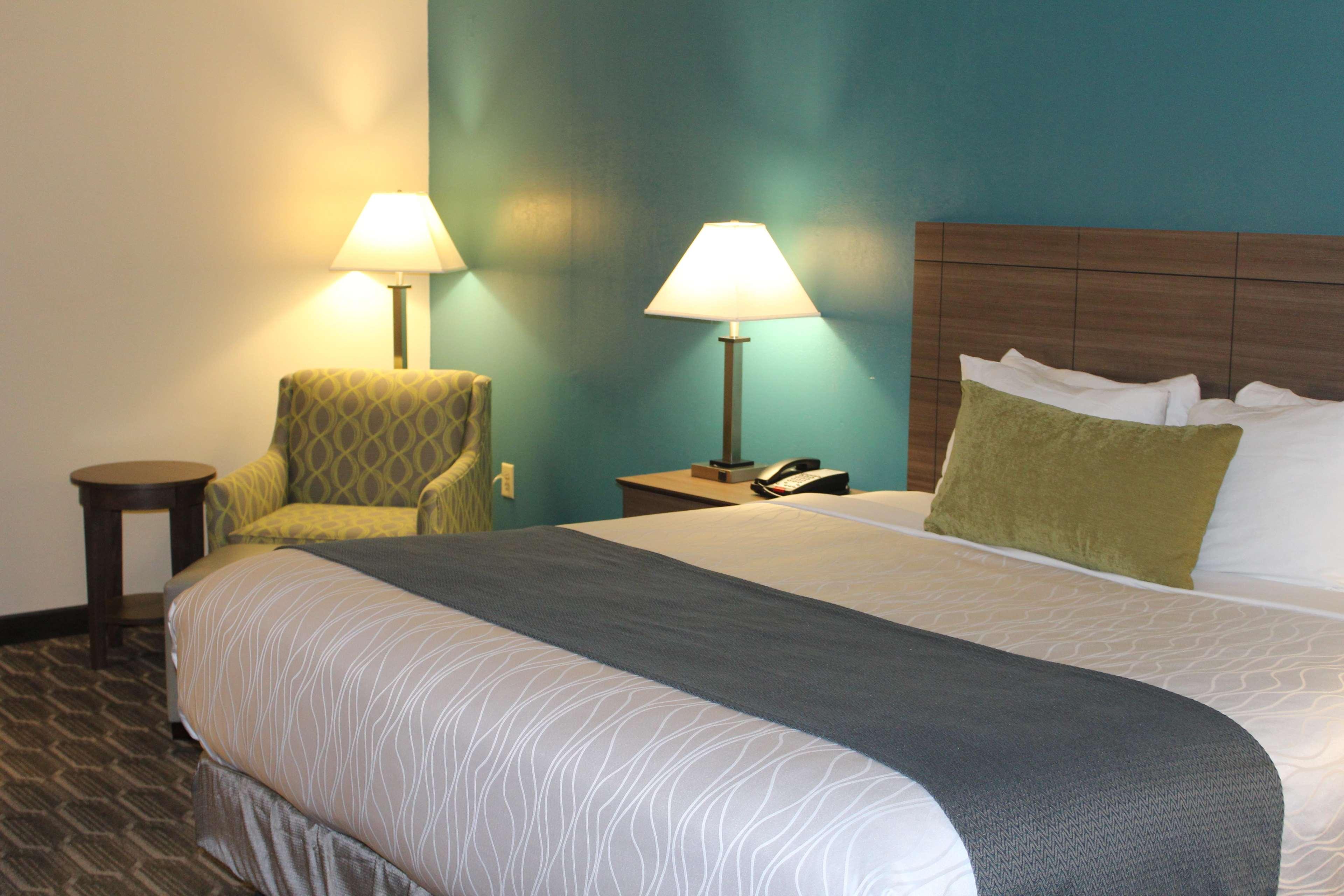 Best Western Plus Yadkin Valley Inn & Suites image 20