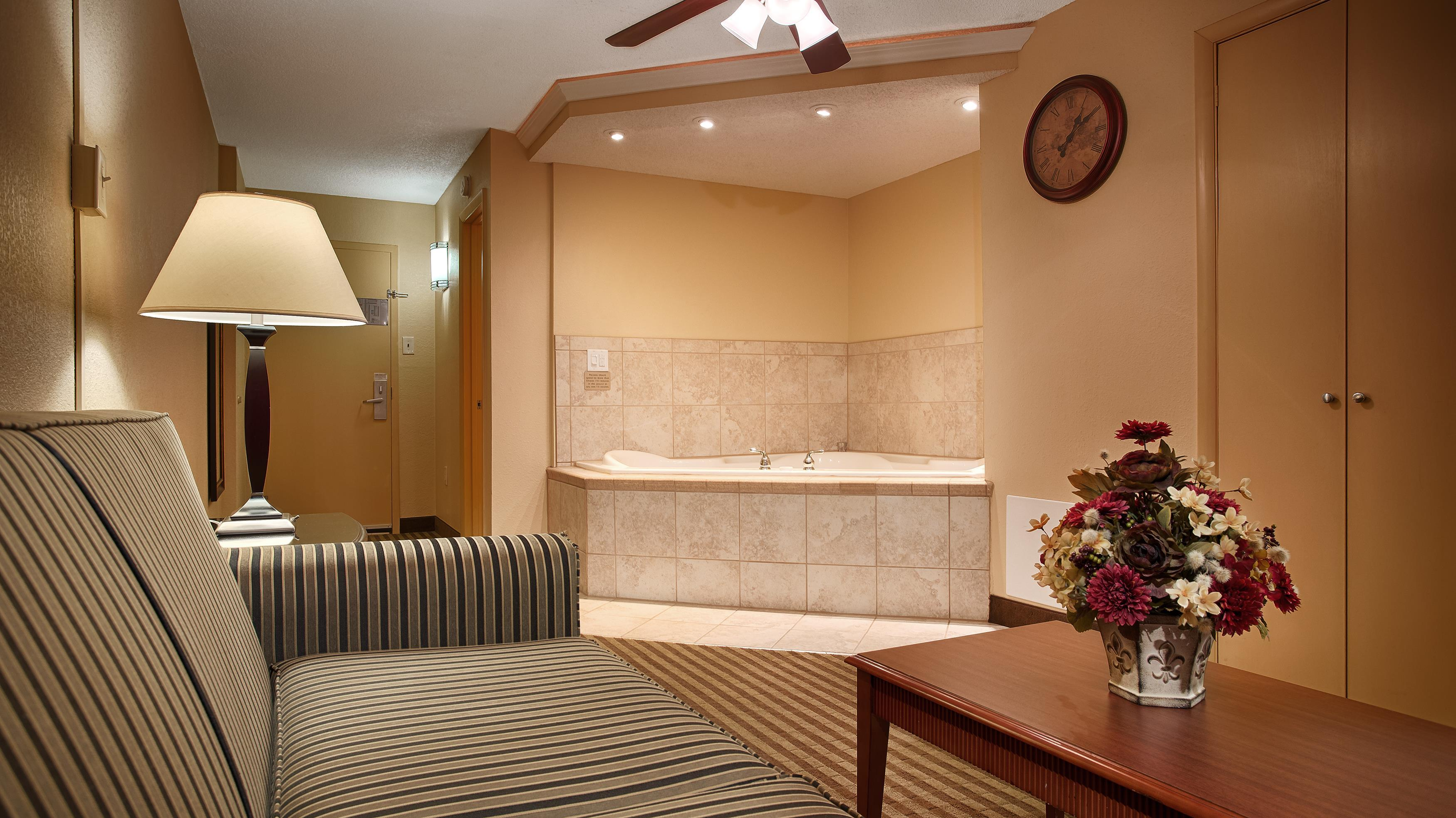 Queen Guest Room with Jacuzzi®