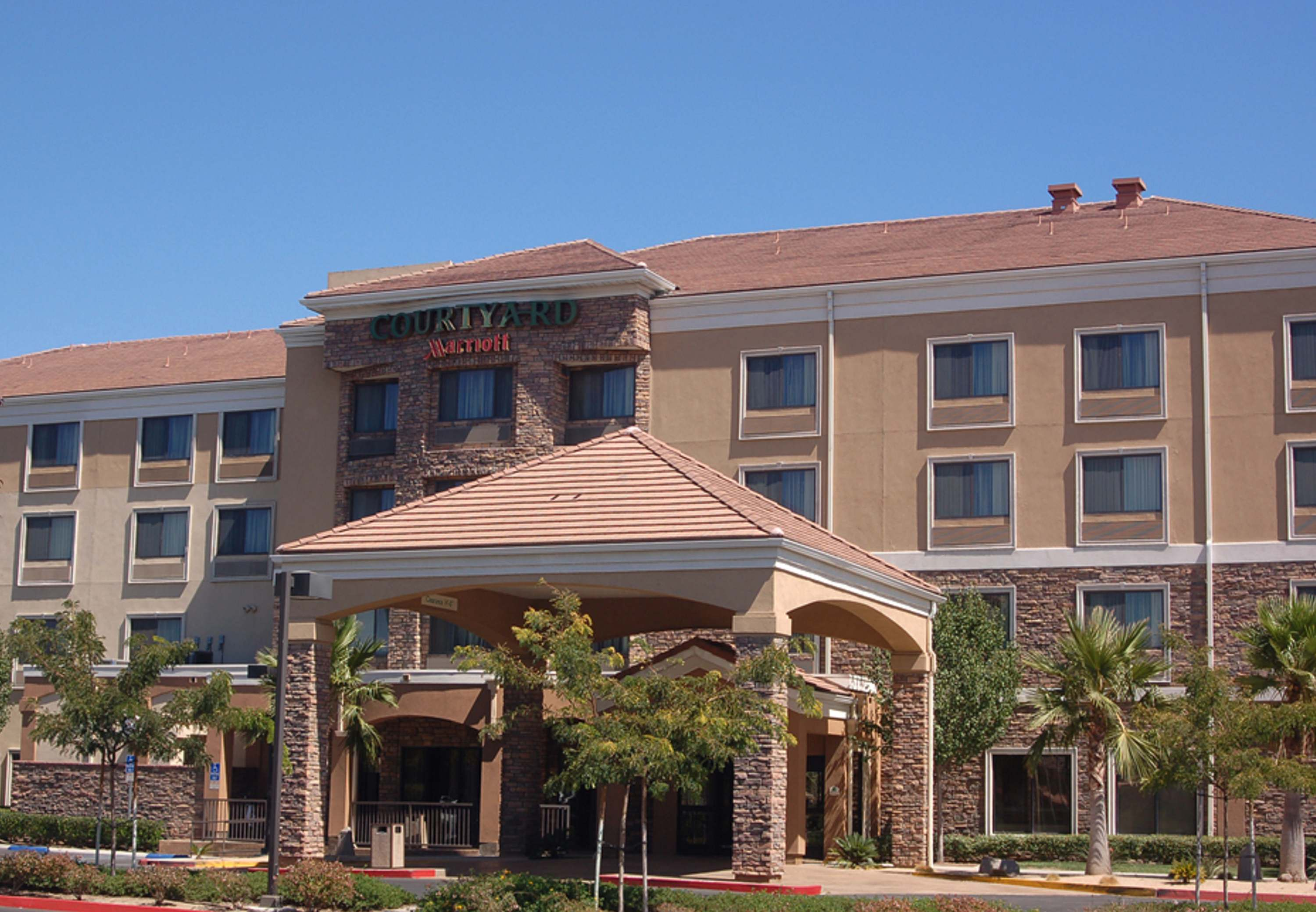 Courtyard by Marriott Ontario Rancho Cucamonga image 10
