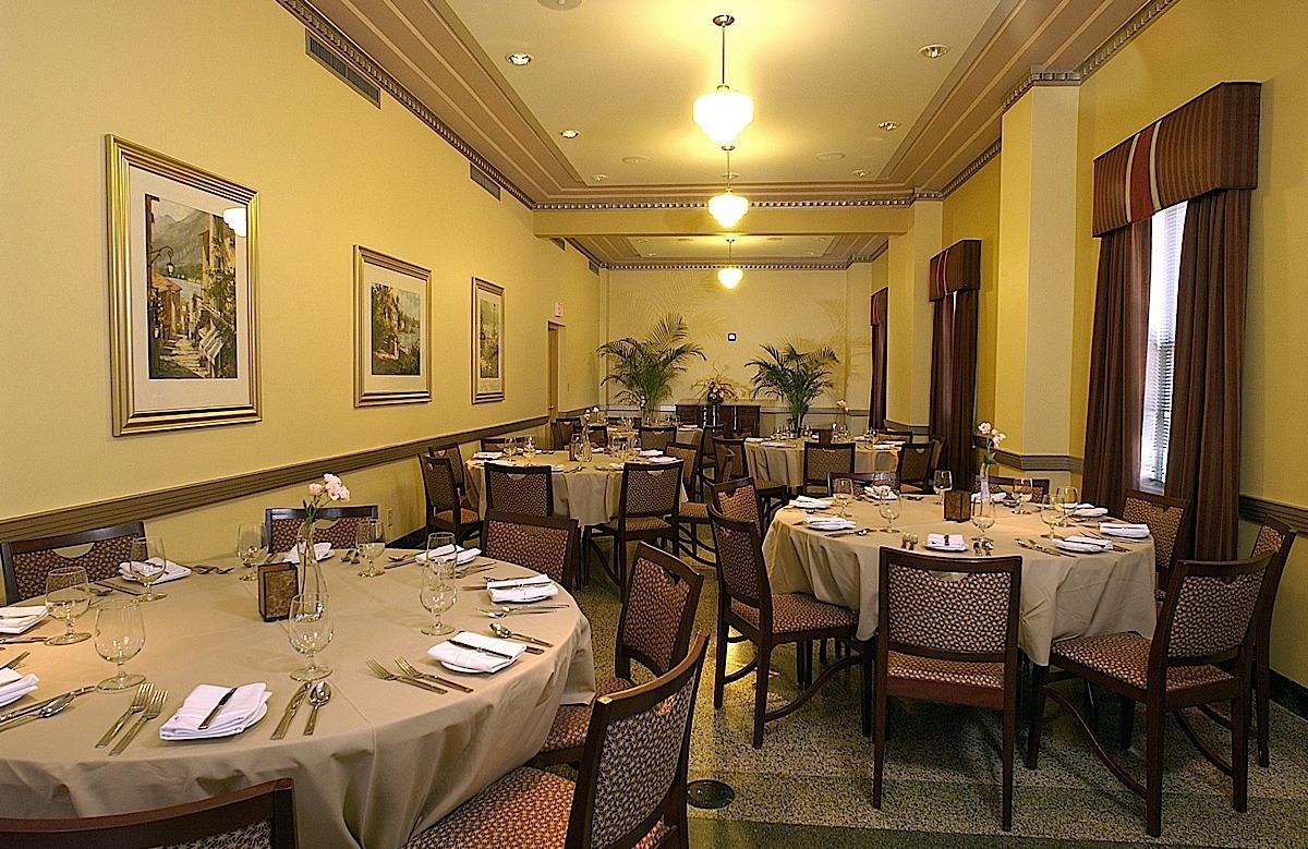 Ambassador Hotel Milwuakee image 11
