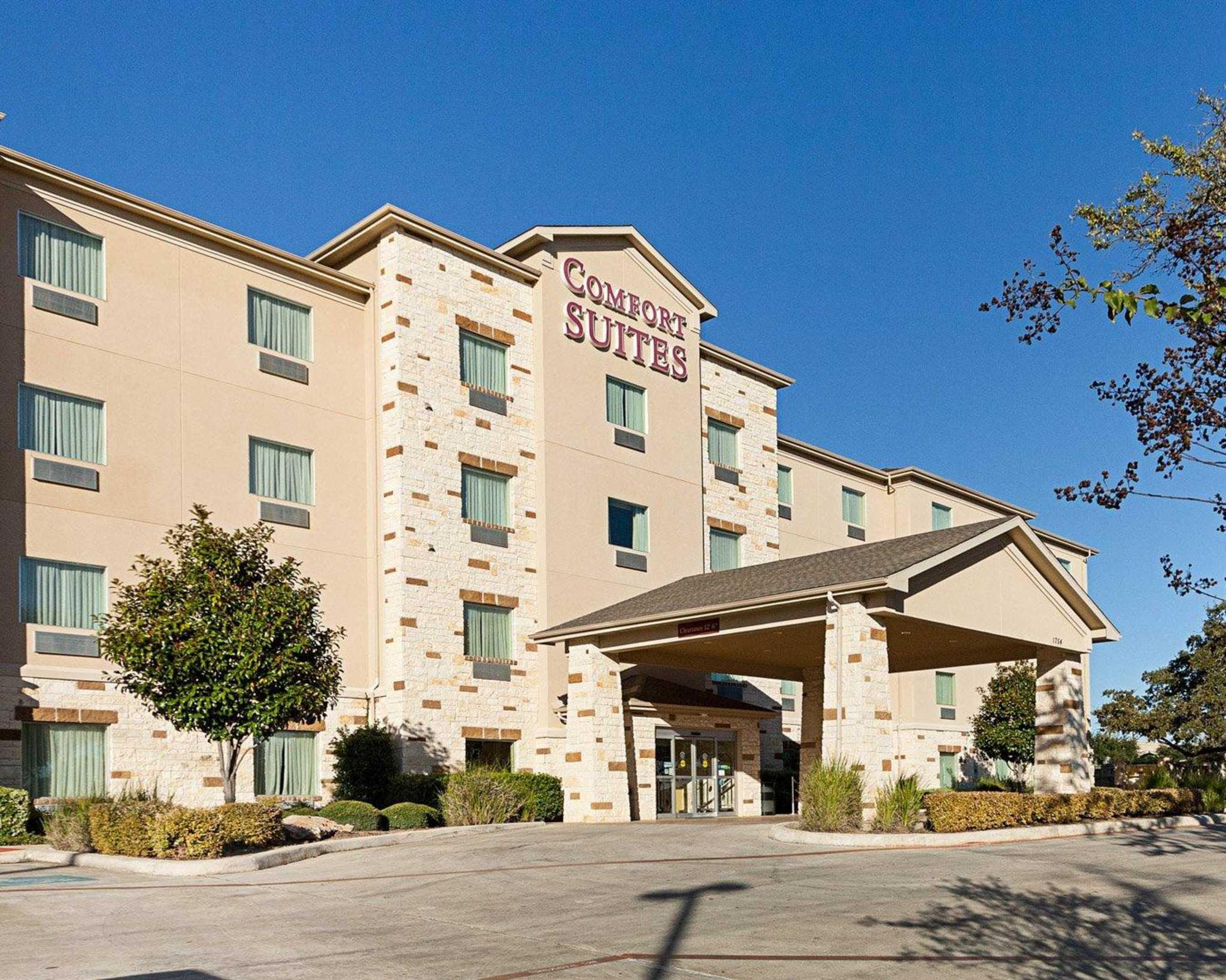 Comfort Suites San Antonio North - Stone Oak image 3