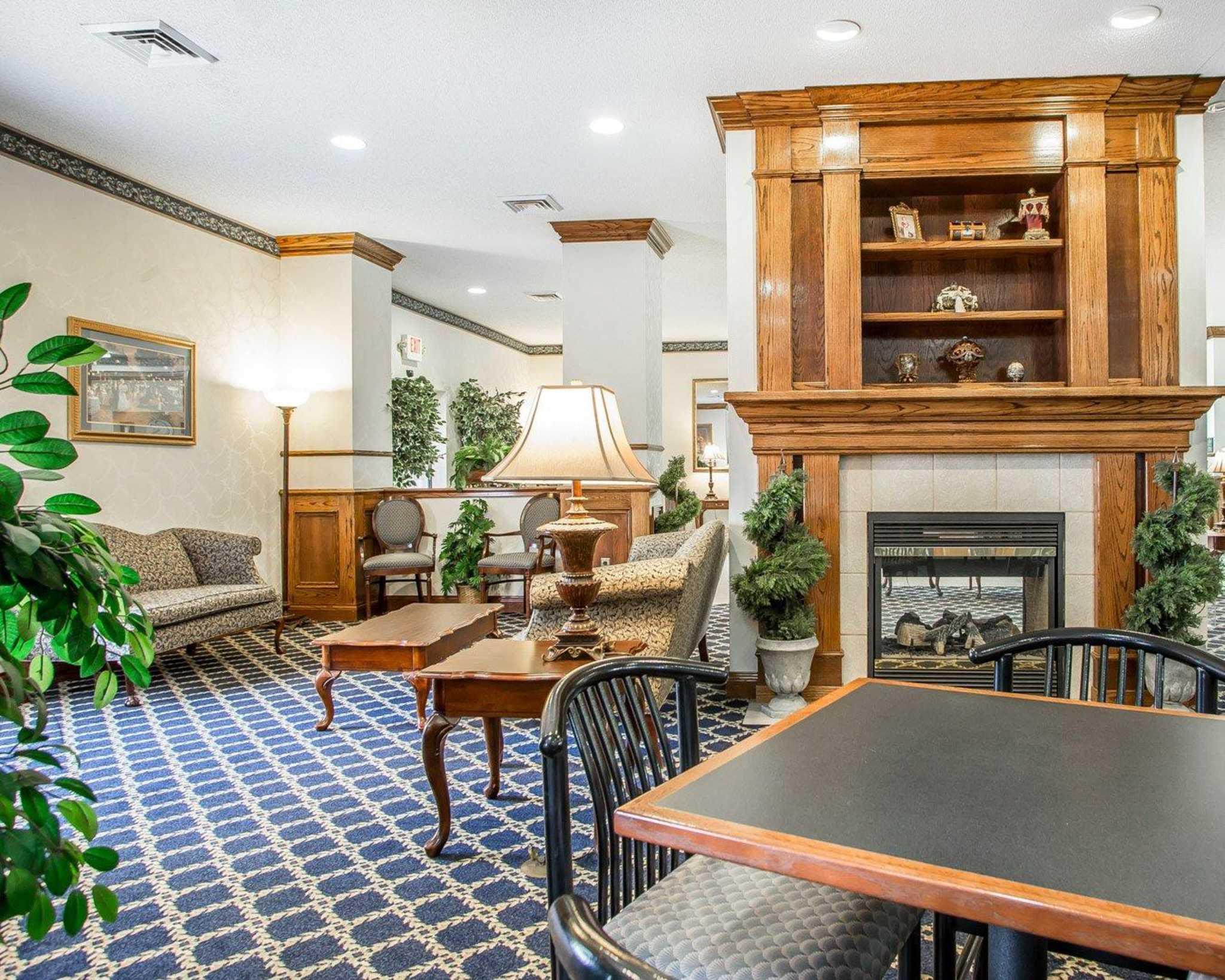 Comfort Suites Jefferson City image 6